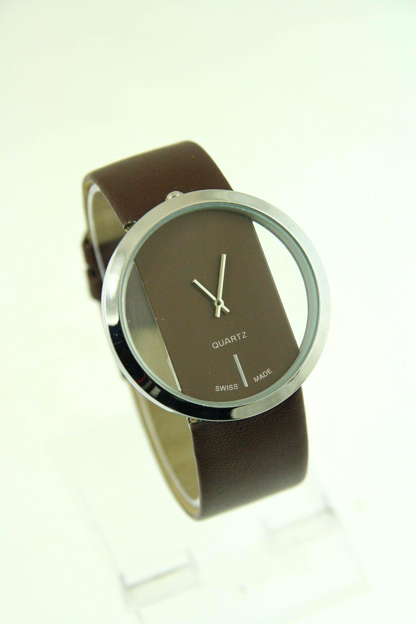 Brązowy zegarek damski na skórzanym pasku                                  zdj.                                  1