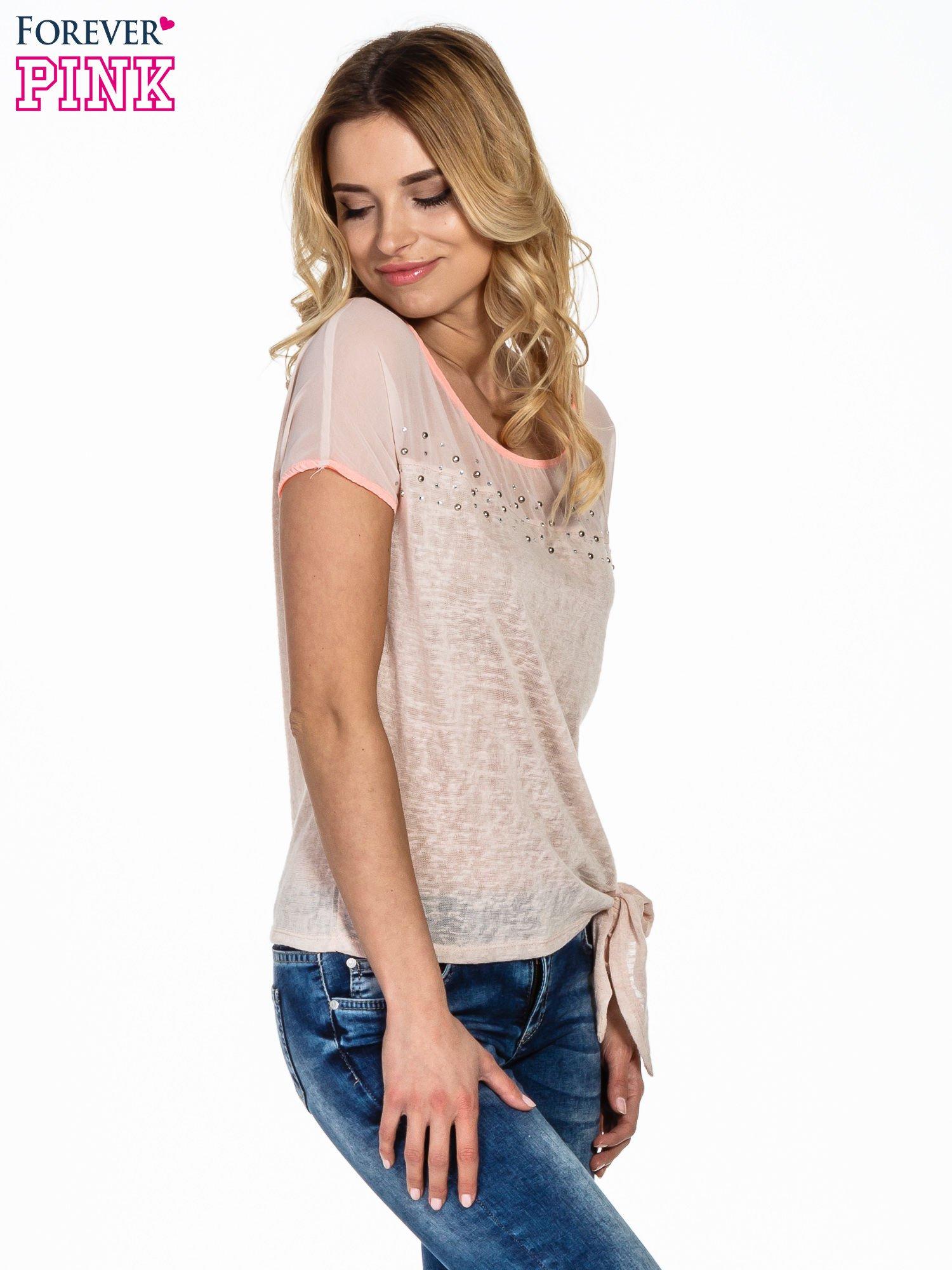 Brzoskwiniowy t-shirt z wiązaniem z boku                                  zdj.                                  3