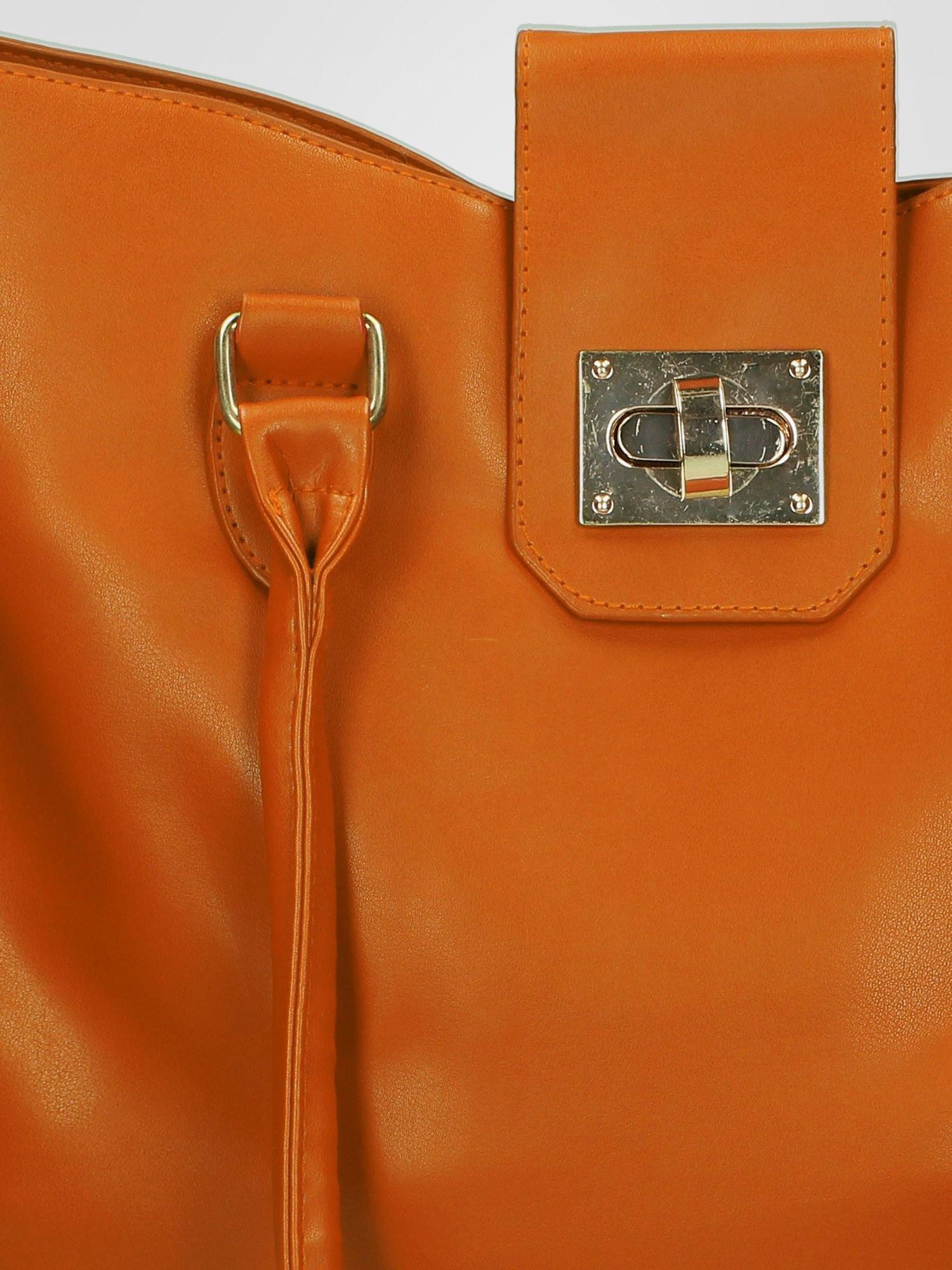 Camelowa torebka city bag z zatrzaskiem                                  zdj.                                  5
