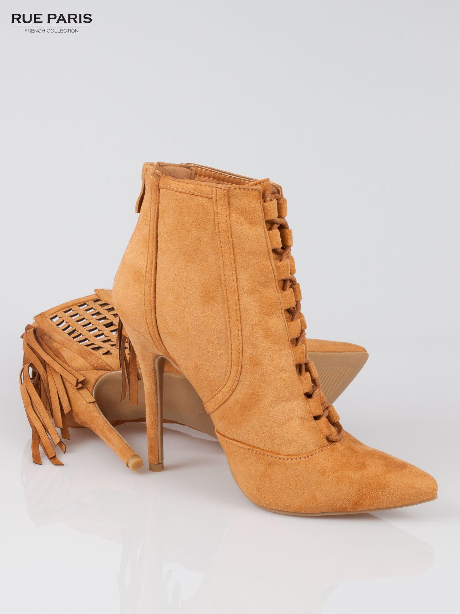 Camelowe ażurowe botki faux suede Florence z frędzlami                                  zdj.                                  5