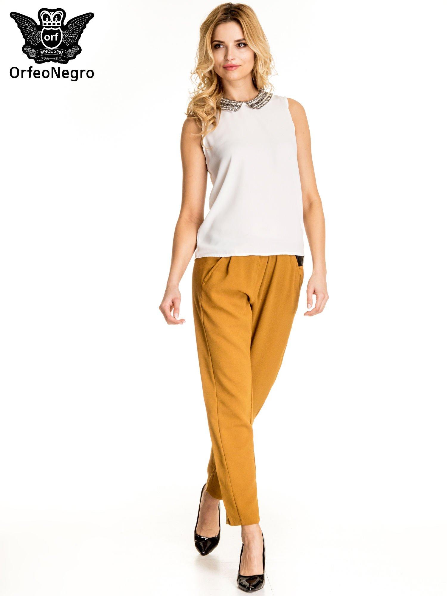 Camelowe spodnie materiałowe ze skórzaną wstawką                                   zdj.                                  5