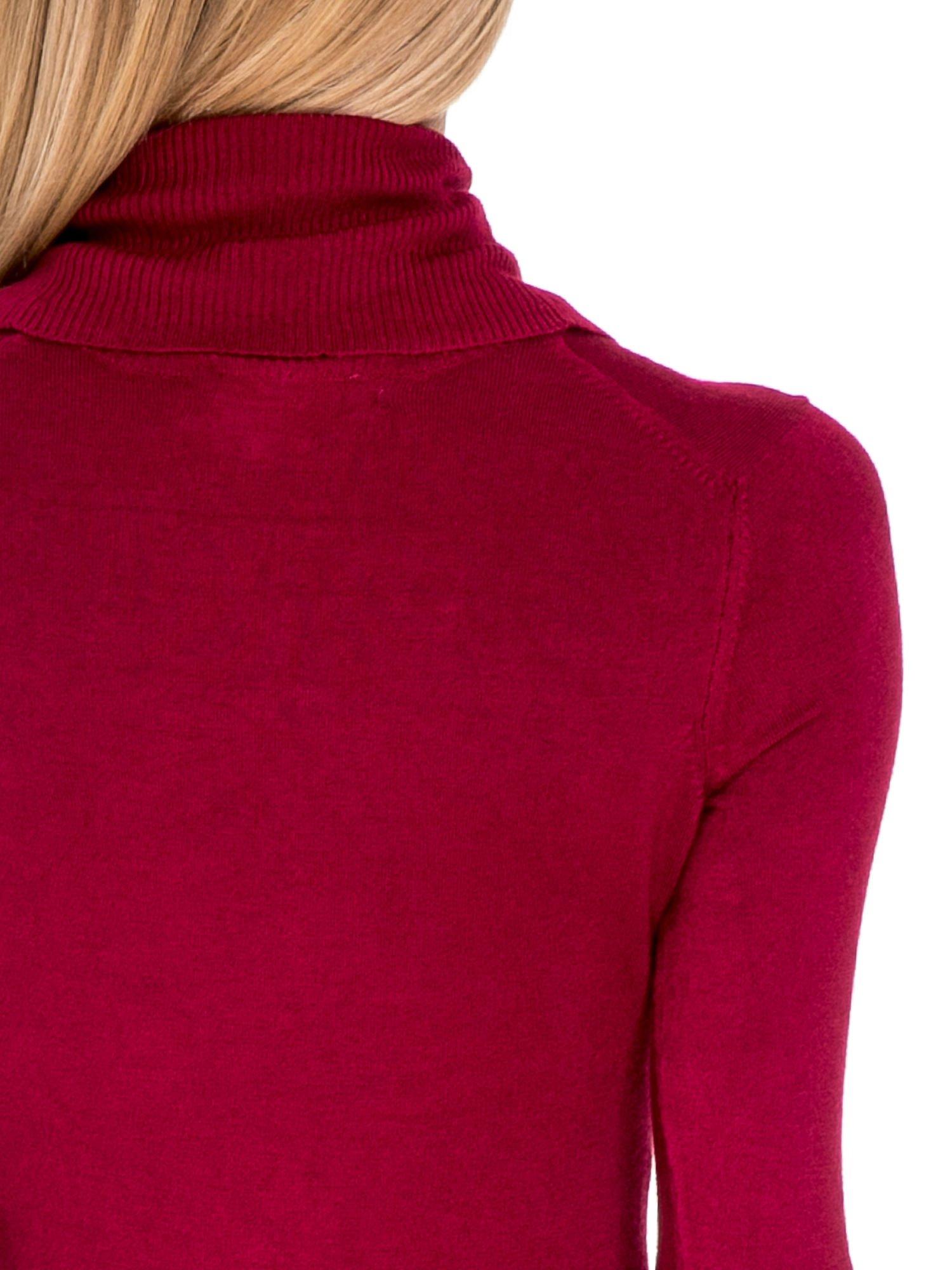 Ciemnoczerwona swetrowa sukienka z golfem                                  zdj.                                  7