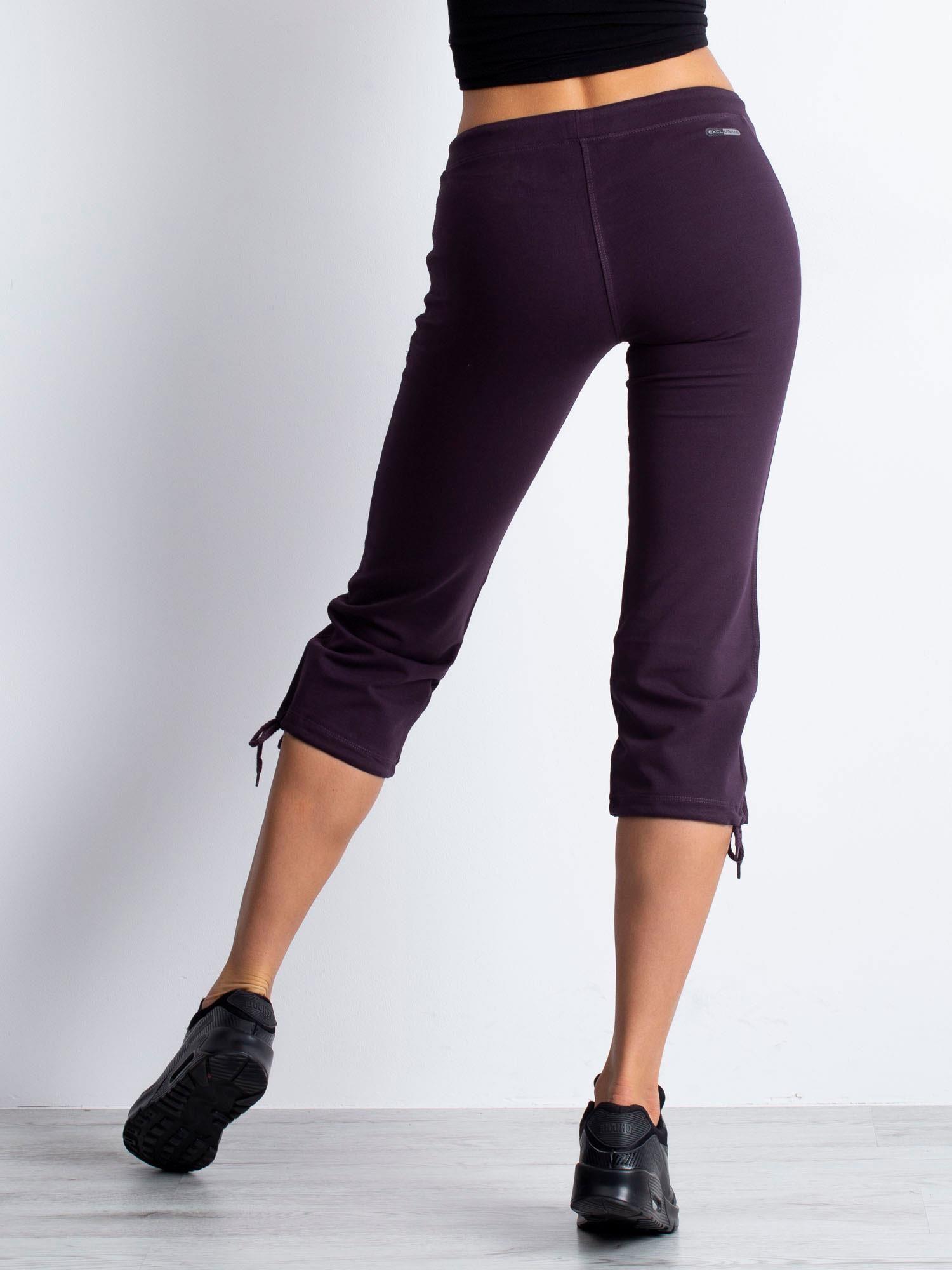 Ciemnofioletowe spodnie dresowe capri z boczną kieszonką                                  zdj.                                  5
