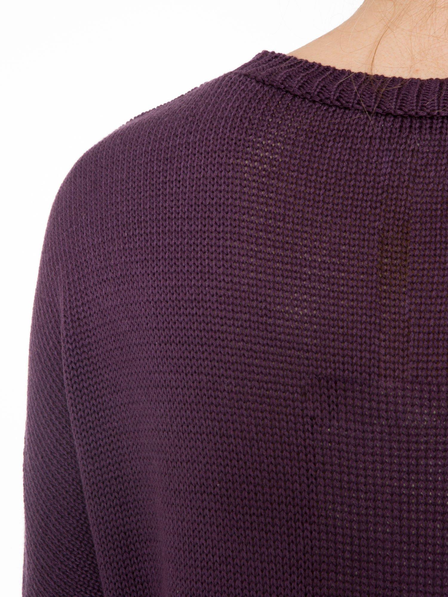 Ciemnofioletowy sweter z sercem obszytym frędzlami                                  zdj.                                  7