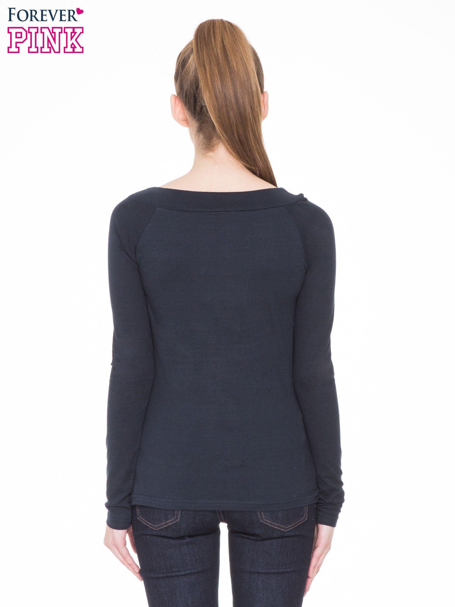 Ciemnogranatowa gładka bluzka z reglanowymi rękawami                                  zdj.                                  4
