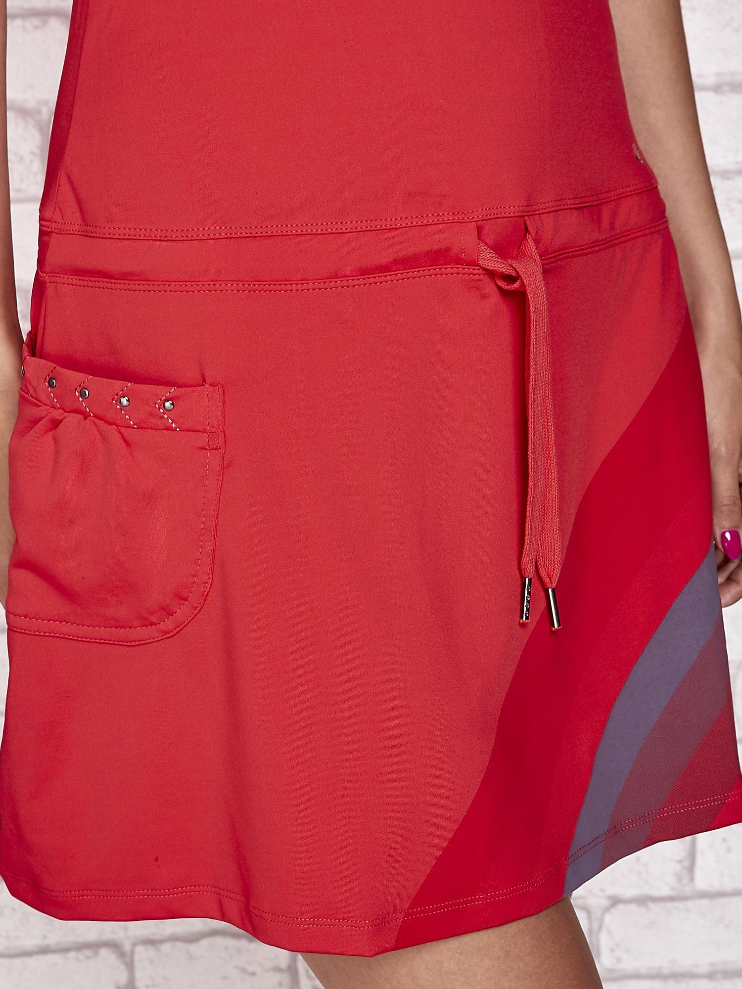 Ciemnokoralowa sukienka sportowa z szarymi wstawkami                                  zdj.                                  6
