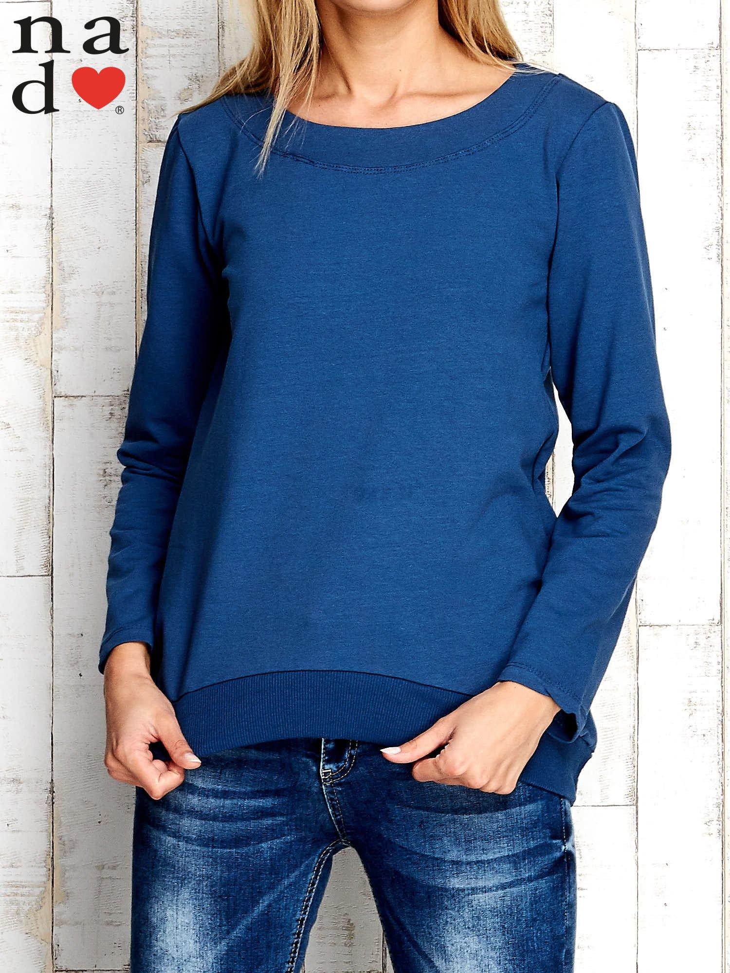 Ciemnoniebieska bluza z dekoltem w łódkę                                  zdj.                                  1