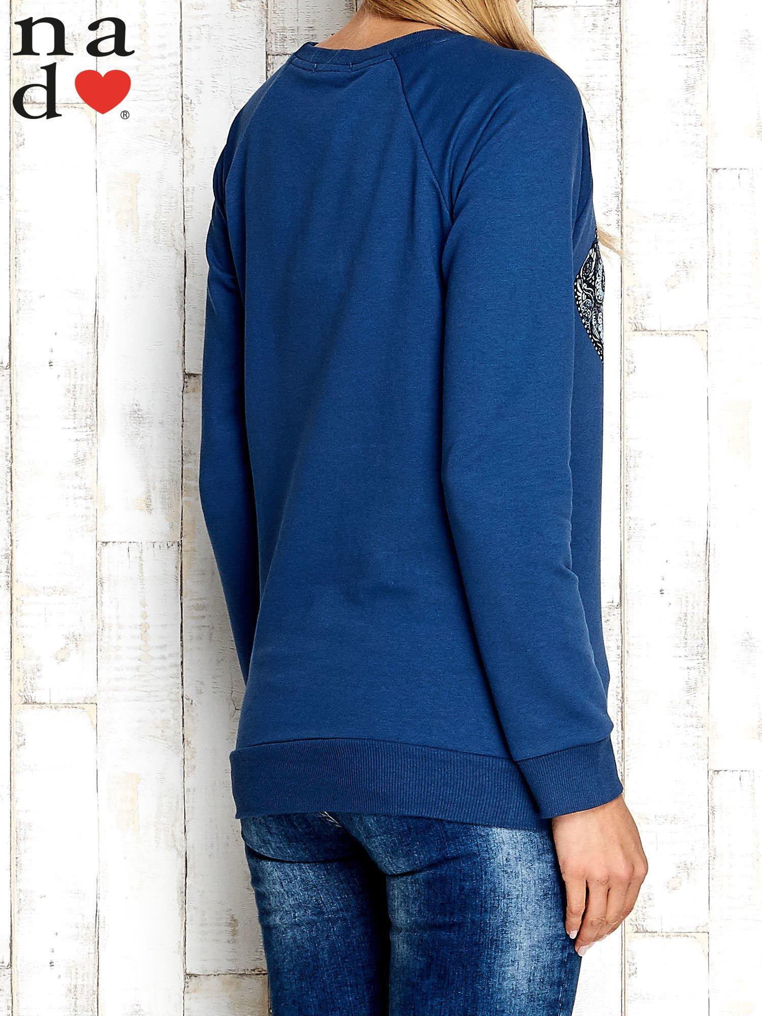 Ciemnoniebieska bluza z nadrukiem słonia                                  zdj.                                  2