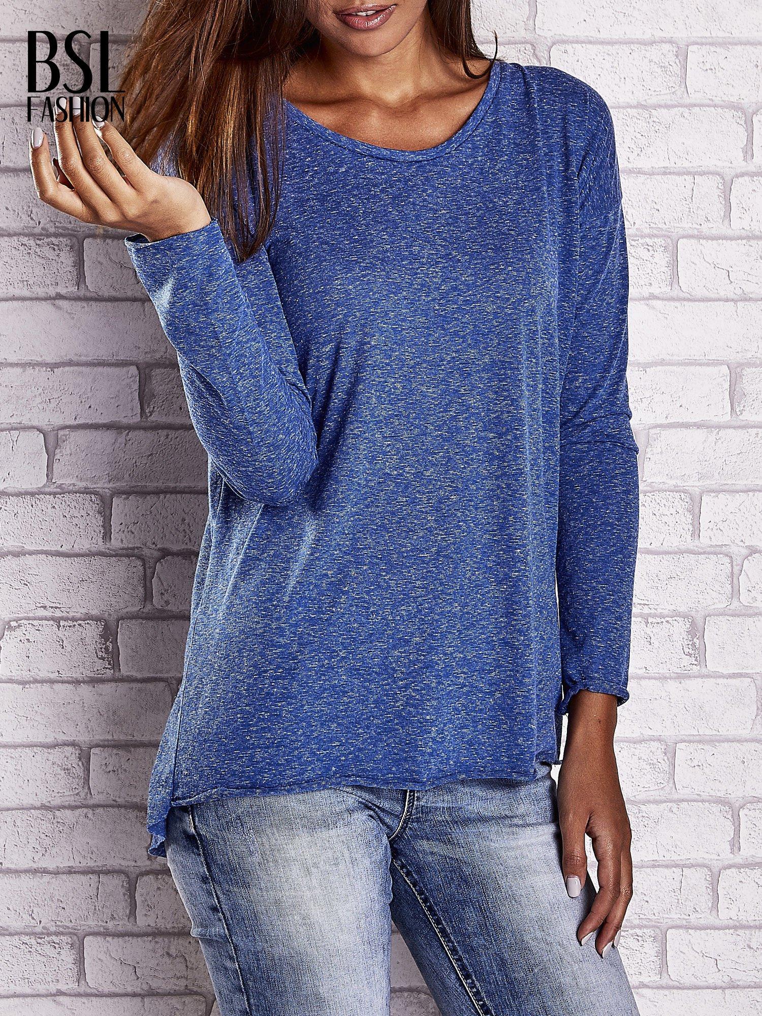 Ciemnoniebieska bluzka z surowym wykończeniem                                  zdj.                                  1