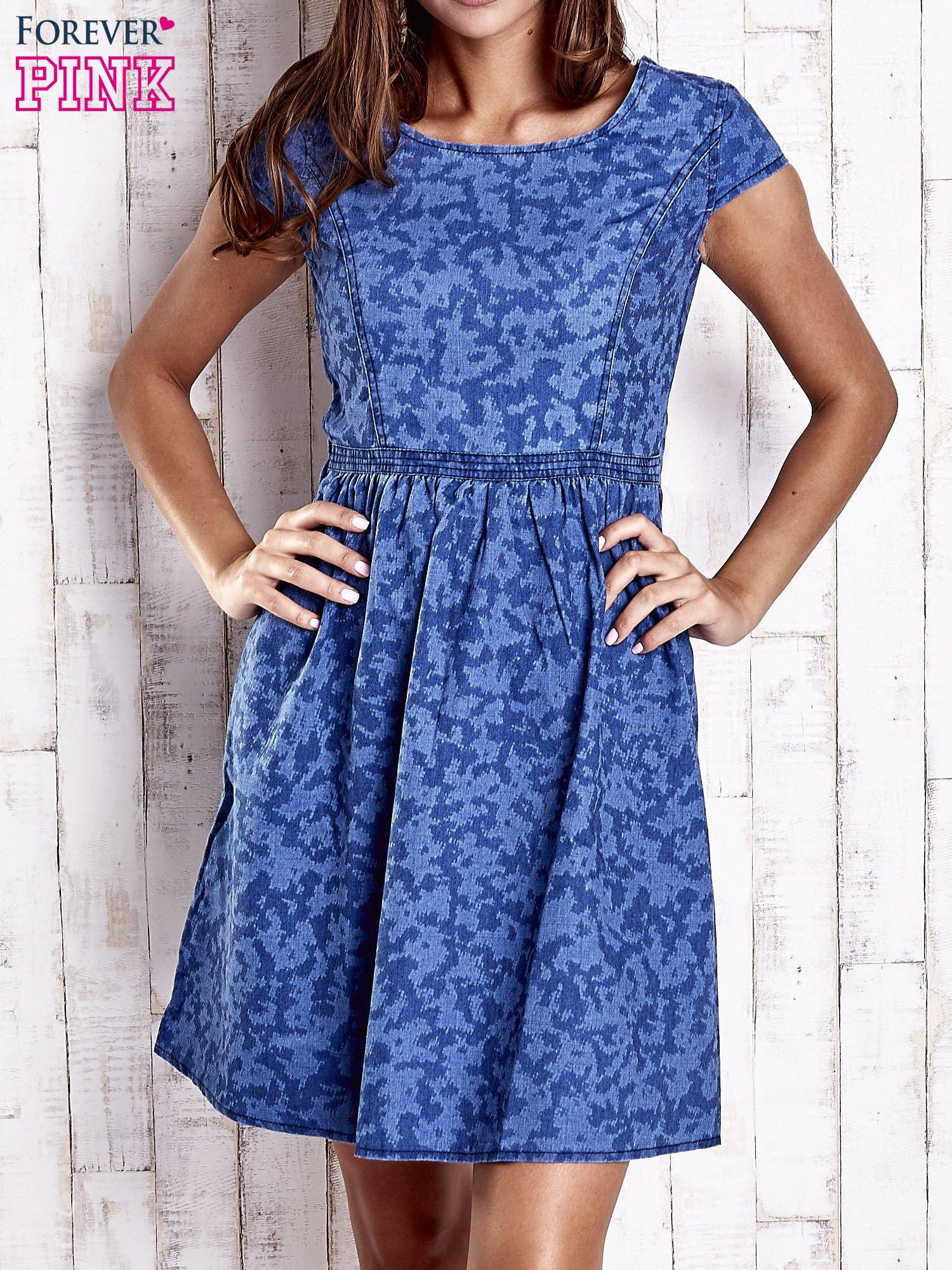 Ciemnoniebieska denimowa sukienka z wycięciem na plecach                                  zdj.                                  1