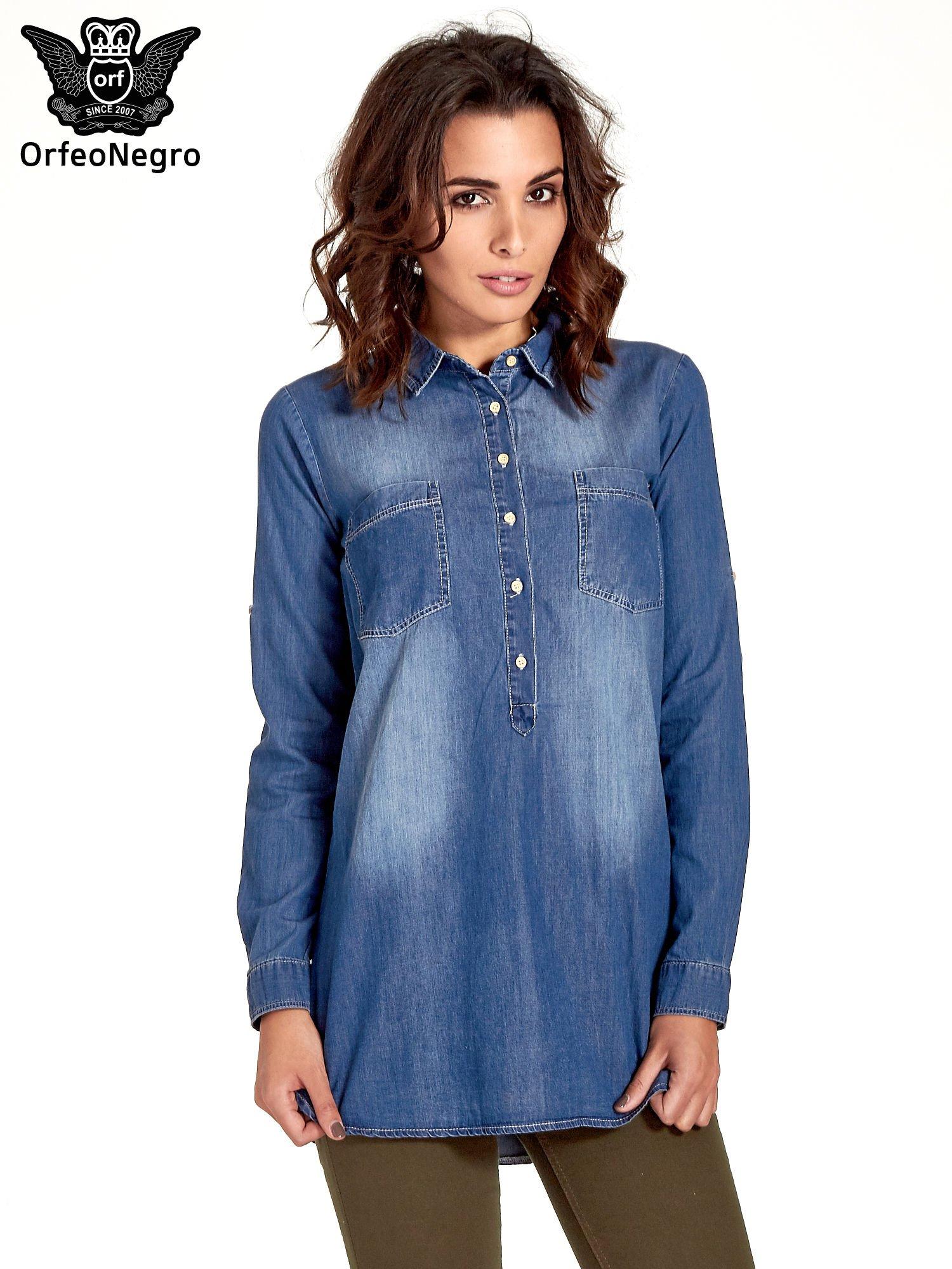 Ciemnoniebieska jeansowa długa koszula z kieszeniami                                  zdj.                                  1