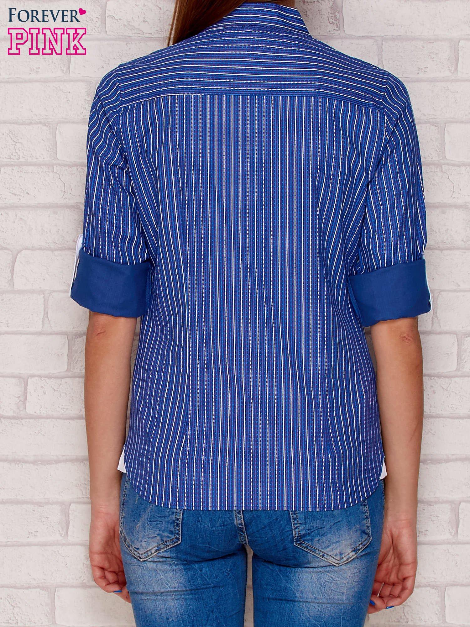 Ciemnoniebieska koszula w drobny pionowy wzór