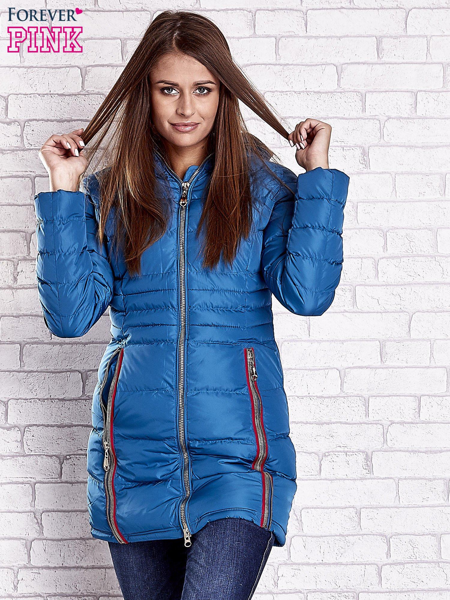 Ciemnoniebieski pikowany płaszcz ze złotymi suwakami                                  zdj.                                  4