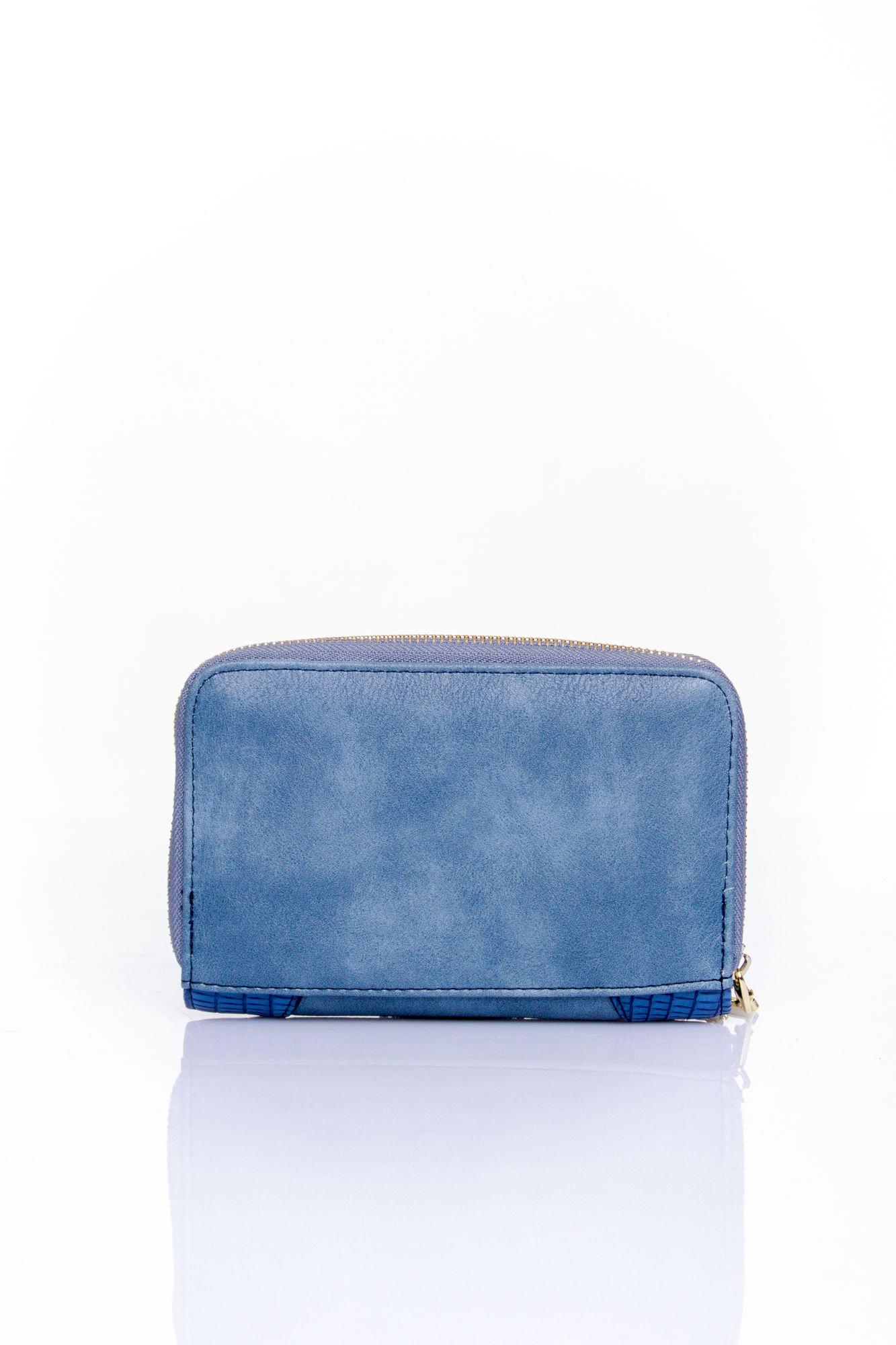 Ciemnoniebieski portfel z ozdobną złotą klamrą                                  zdj.                                  2