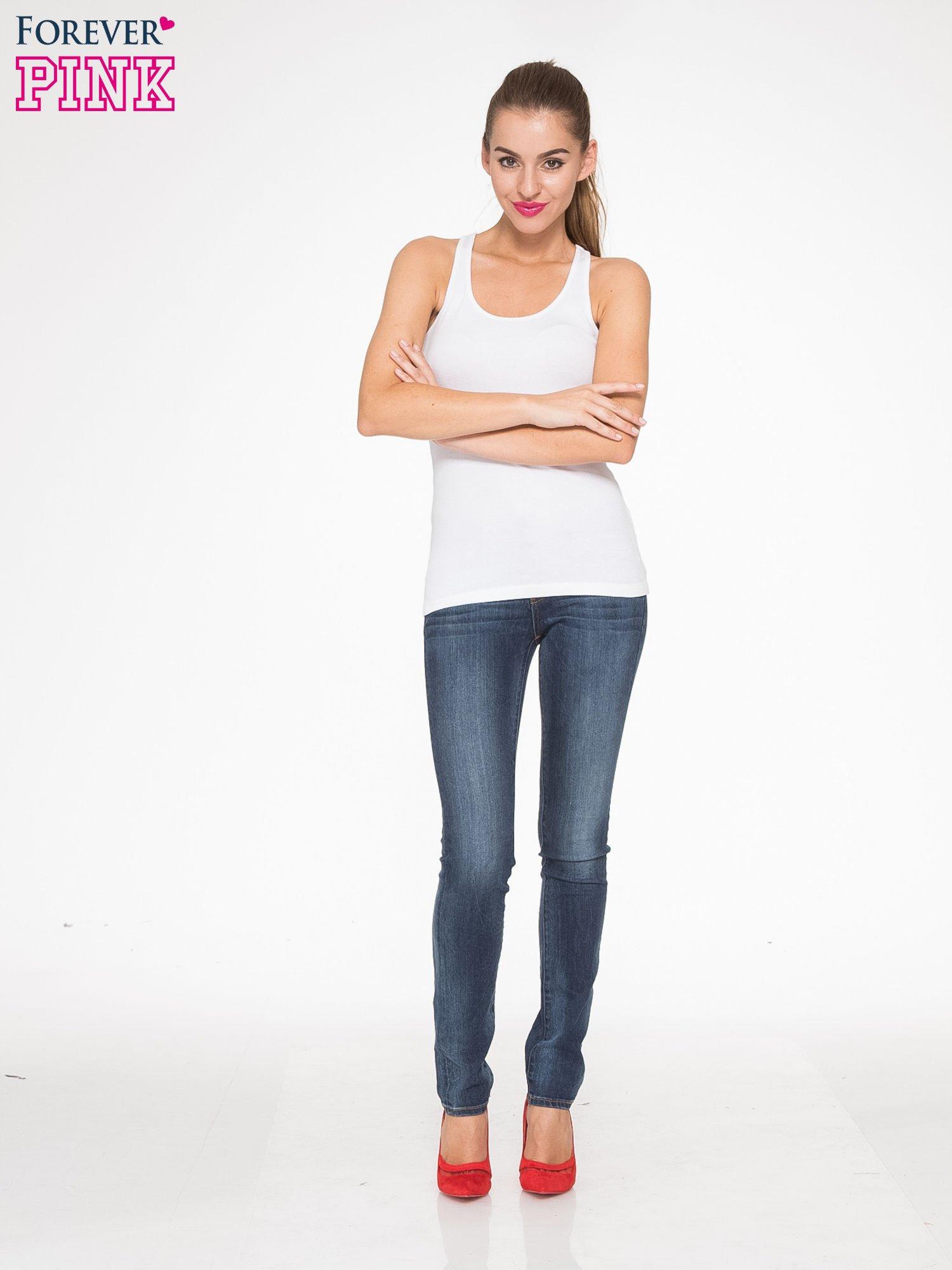 Ciemnoniebieskie spodnie jeansowe rurki z cieniowaniem                                  zdj.                                  2