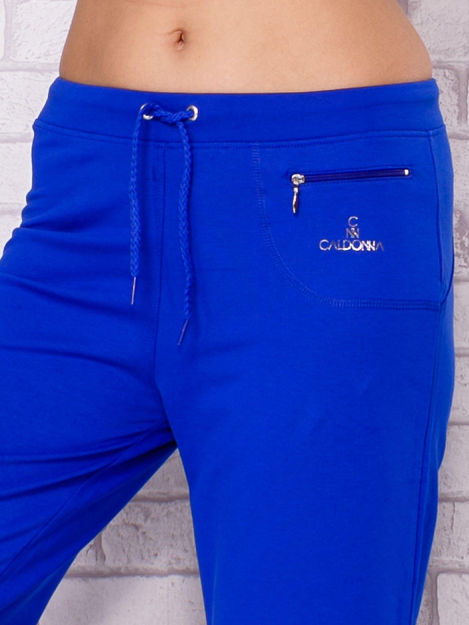 Ciemnoniebieskie spodnie sportowe capri                                  zdj.                                  4
