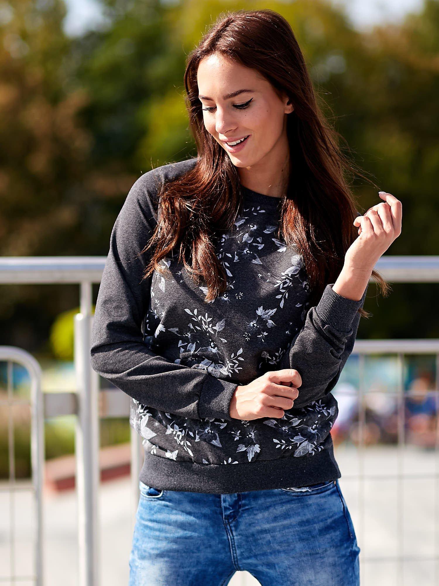 Ciemnoszara bluza z kwiatowym nadrukiem                                  zdj.                                  1