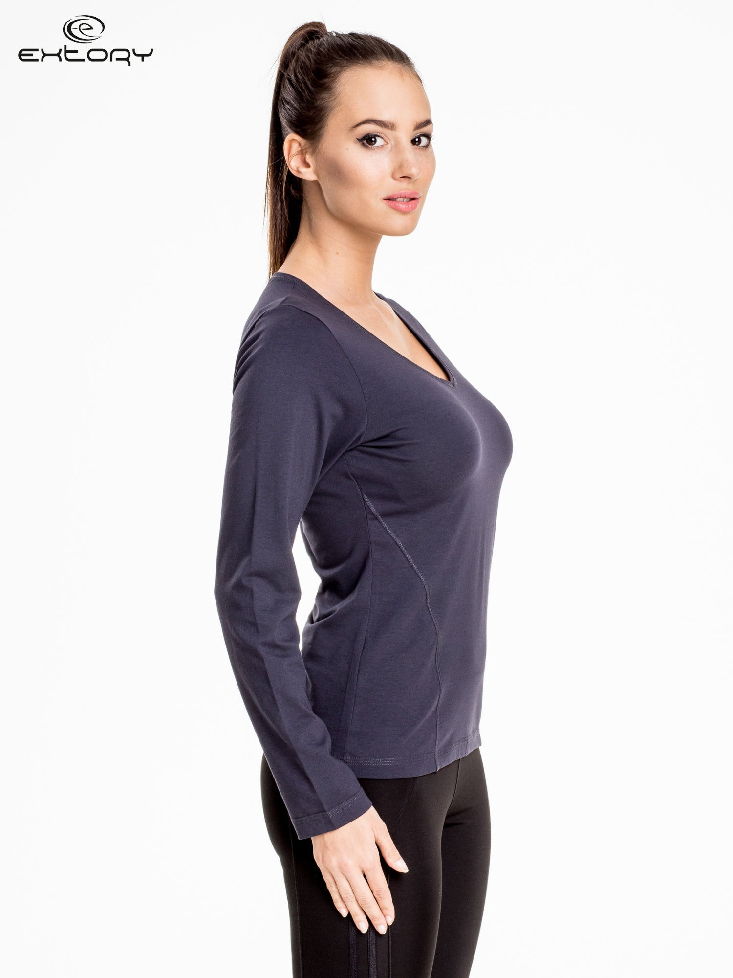 Ciemnoszara bluzka sportowa z dekoltem V                                  zdj.                                  3