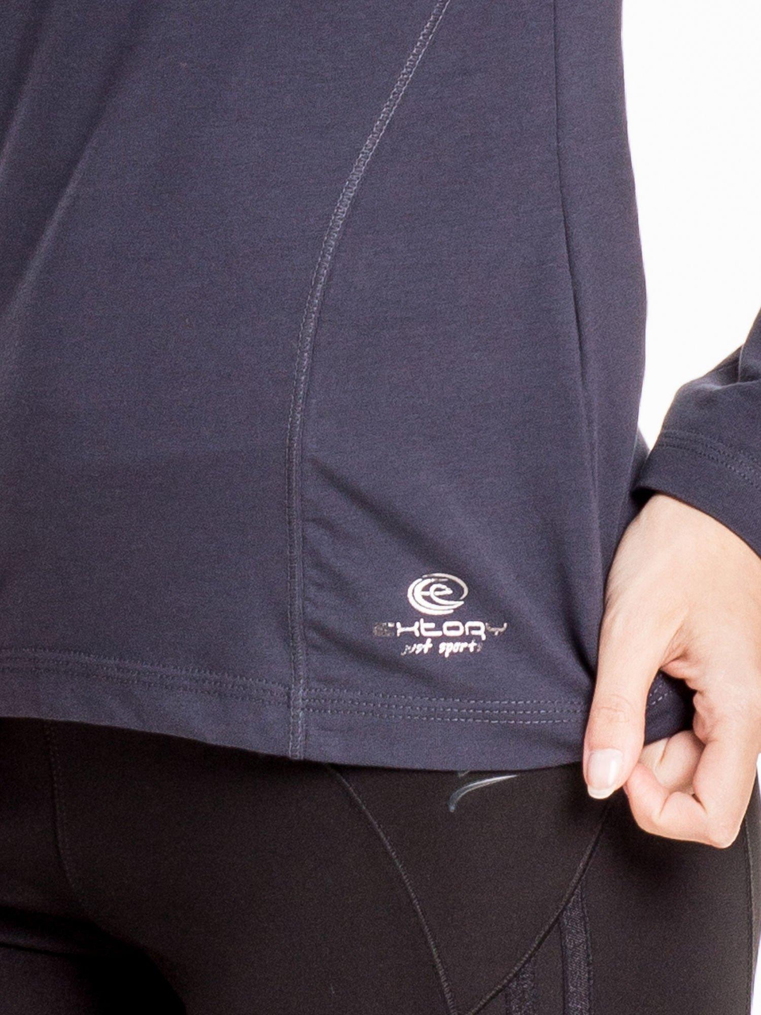 Ciemnoszara bluzka sportowa z dekoltem V                                  zdj.                                  5