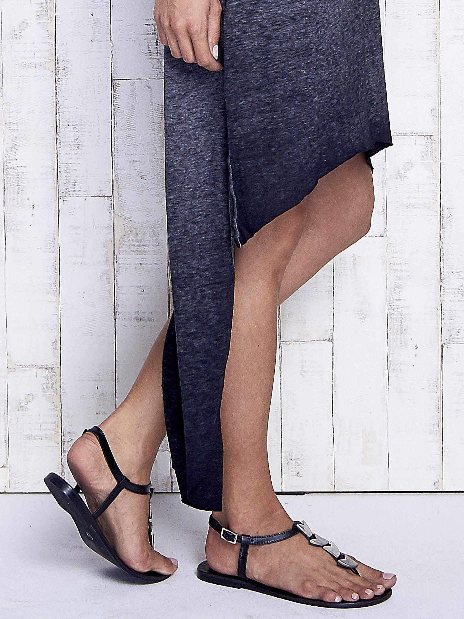 Ciemnoszara dekatyzowana sukienka maxi z dłuższym tyłem                                  zdj.                                  7