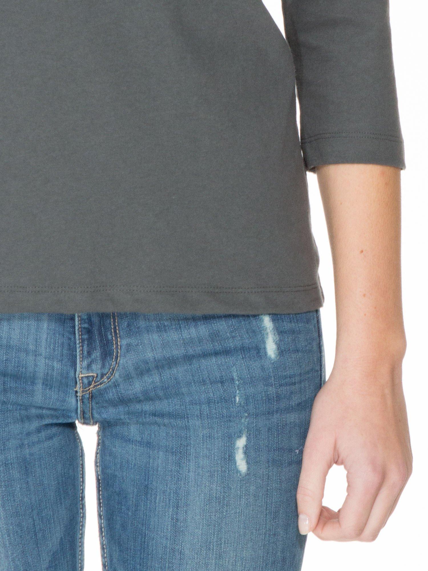 Ciemnoszara gładka bluzka z łezką z tyłu                                  zdj.                                  6