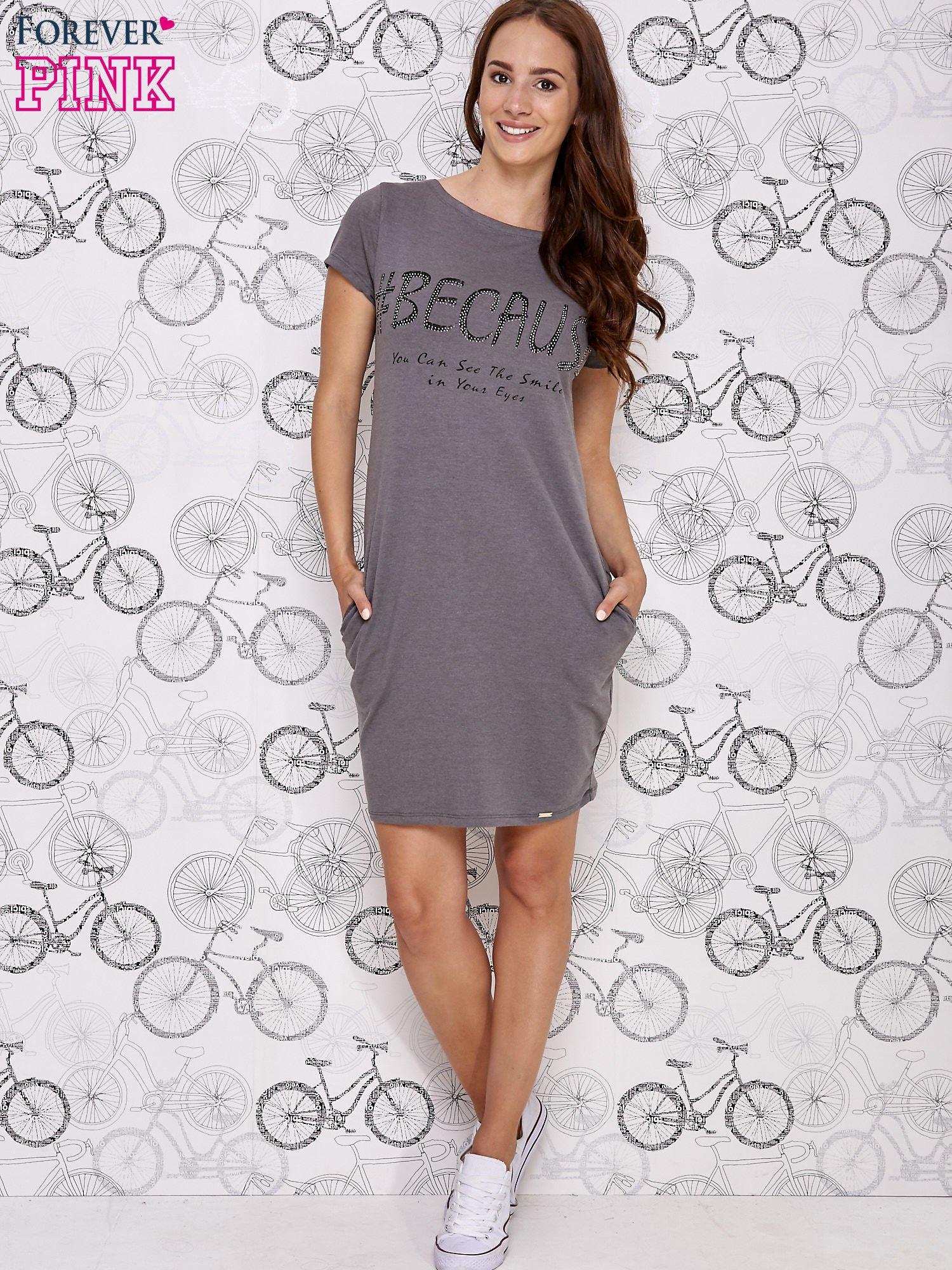 Ciemnoszara sukienka dresowa z napisem BECAUSE                                  zdj.                                  4