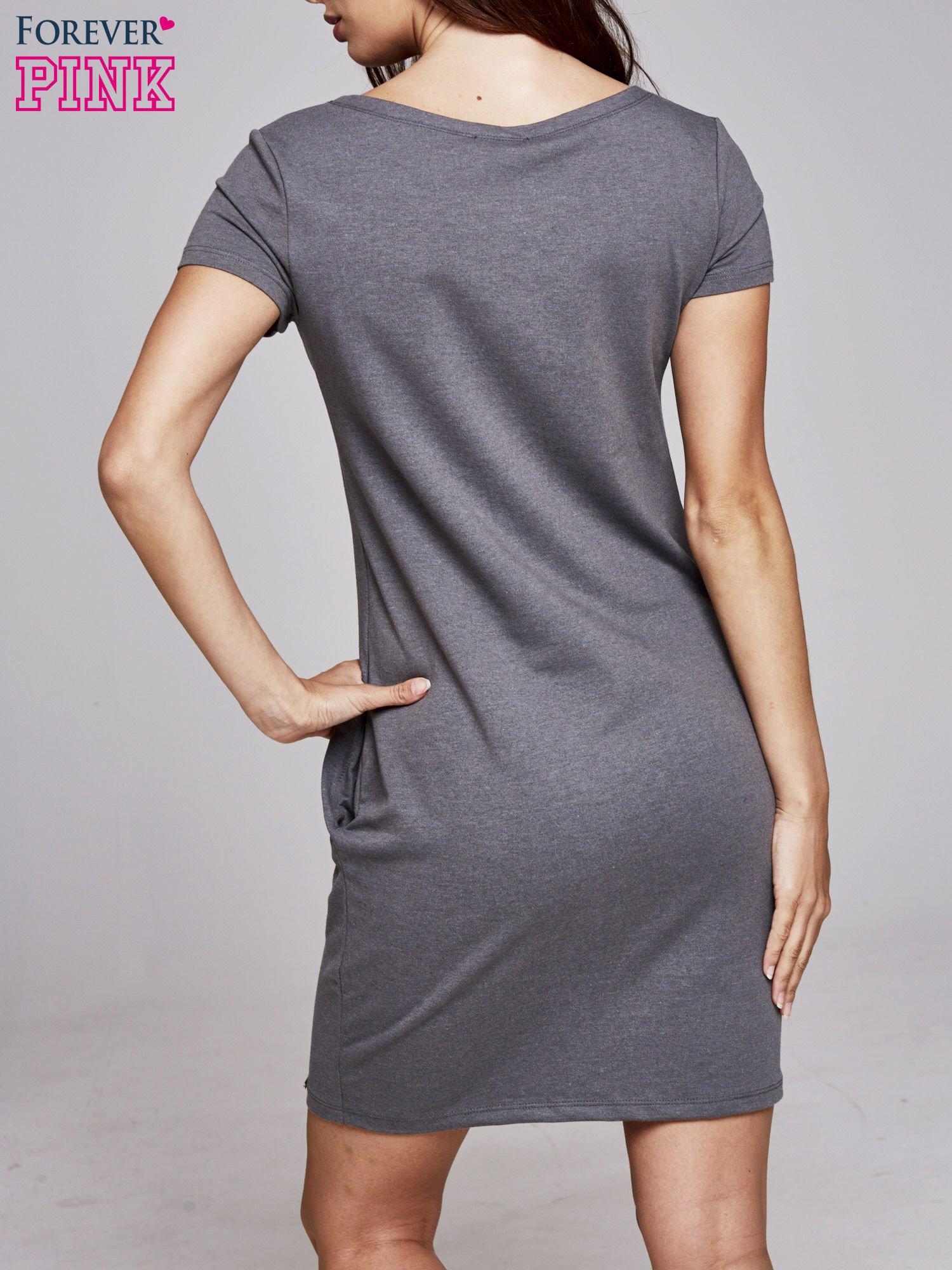 Ciemnoszara sukienka dresowa ze srebrnym printem PARIS                                  zdj.                                  4
