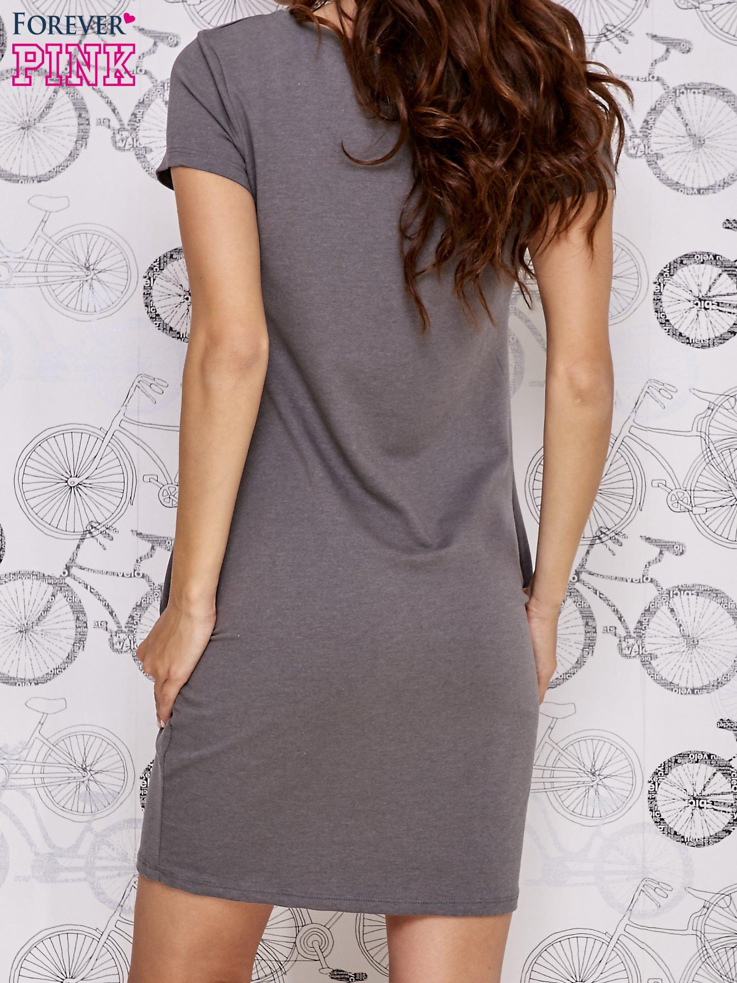 Ciemnoszara sukienka dresowa ze srebrnym printem drzewa                                  zdj.                                  4