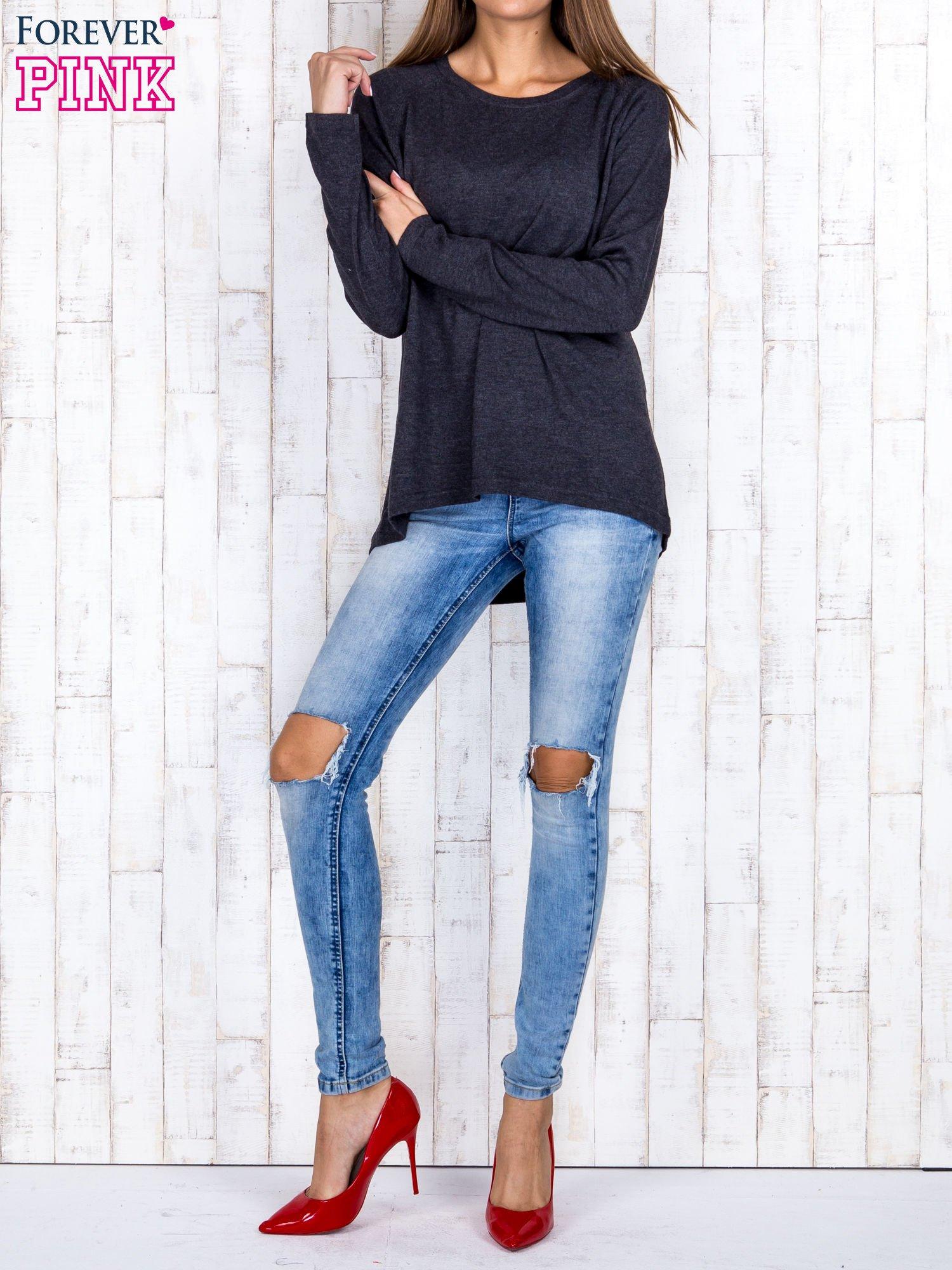 Ciemnoszary sweter z dłuższym tyłem i zakładką na plecach                                  zdj.                                  2