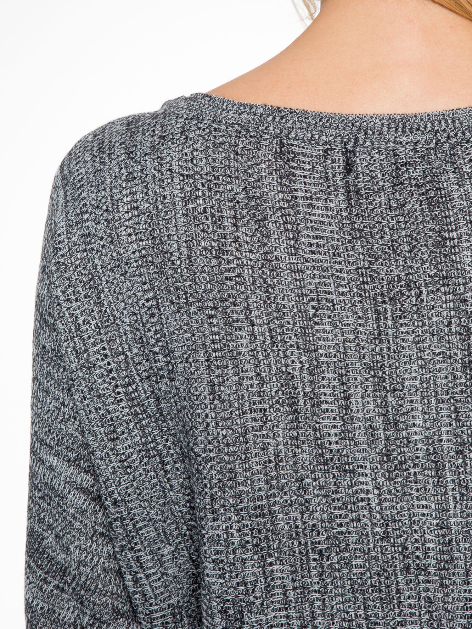 Ciemnoszary sweter z nietoperzowymi rękawami                                  zdj.                                  7