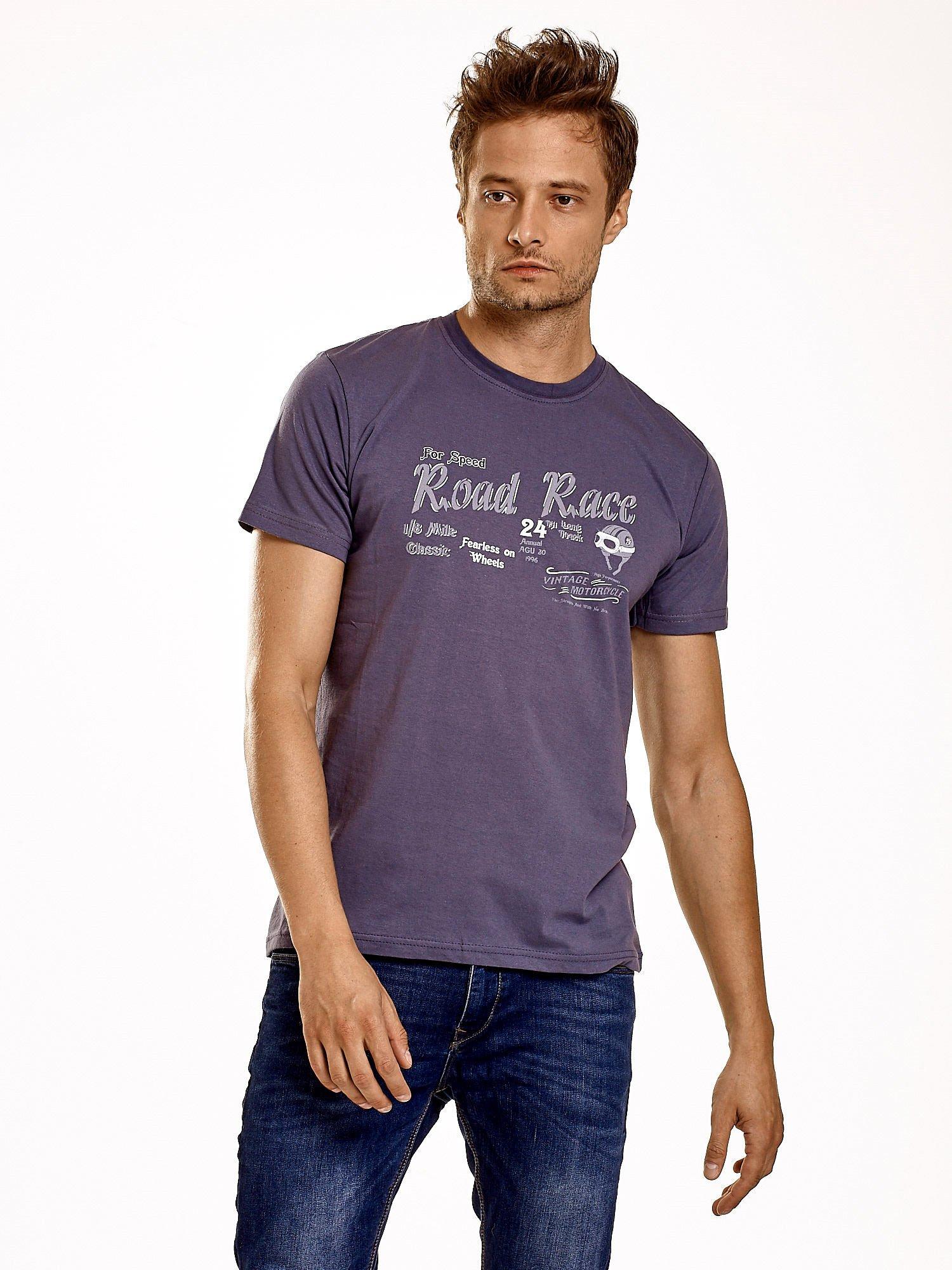 Ciemnoszary t-shirt męski z wyścigowym napisem ROAD RACE                                  zdj.                                  2
