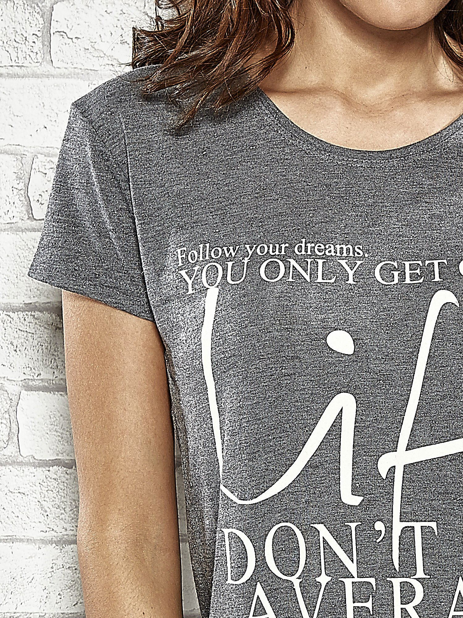 Ciemnoszary t-shirt z napisem FOLLOW YOUR DREAMS                                  zdj.                                  5