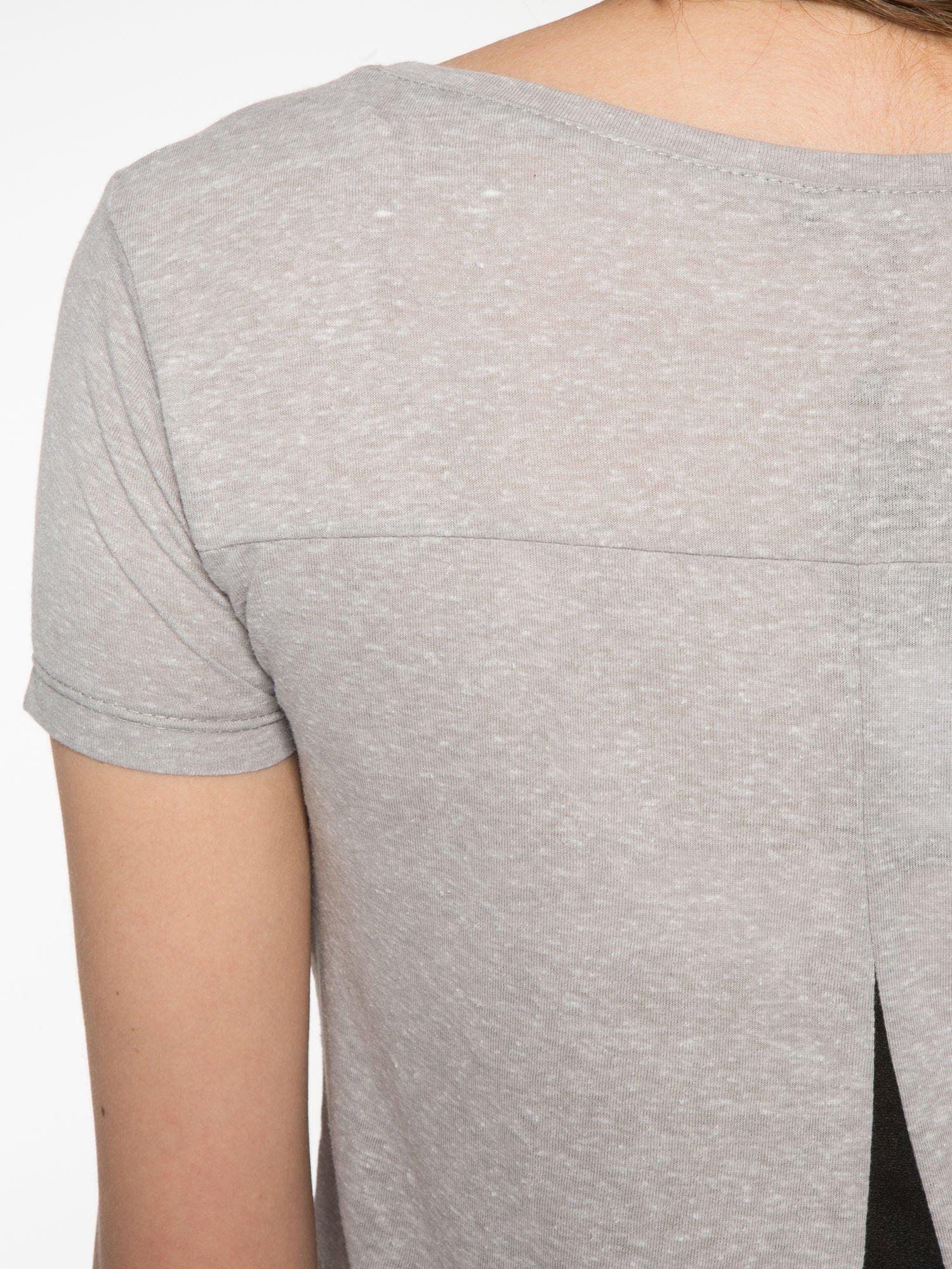 Ciemnoszary t-shirt z napisem SORRY I'M SUPER FRESH z dżetami                                  zdj.                                  10