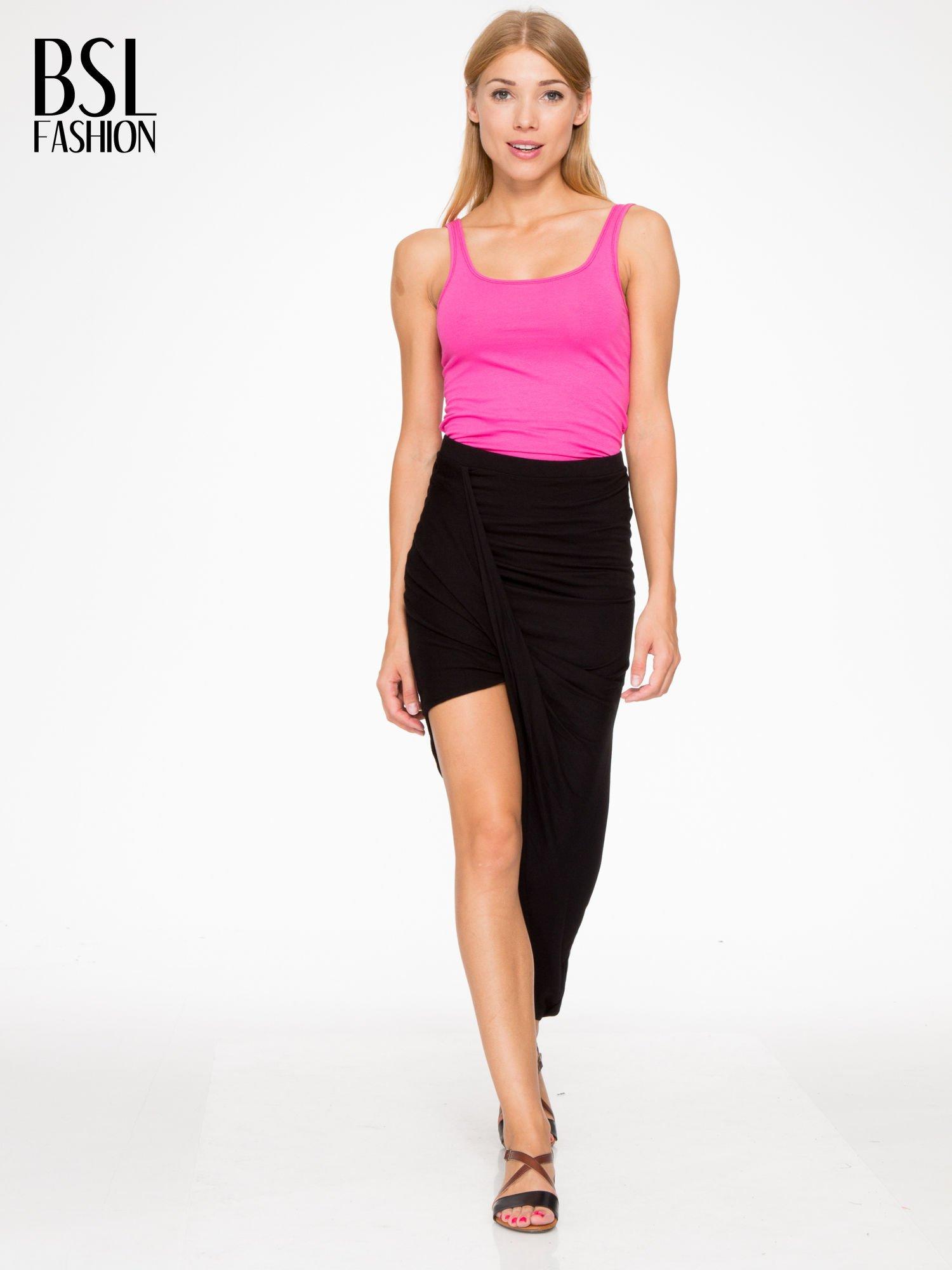 Czarna asymetryczna spódnica maxi z drapowaniem i rozporkiem z boku                                  zdj.                                  5
