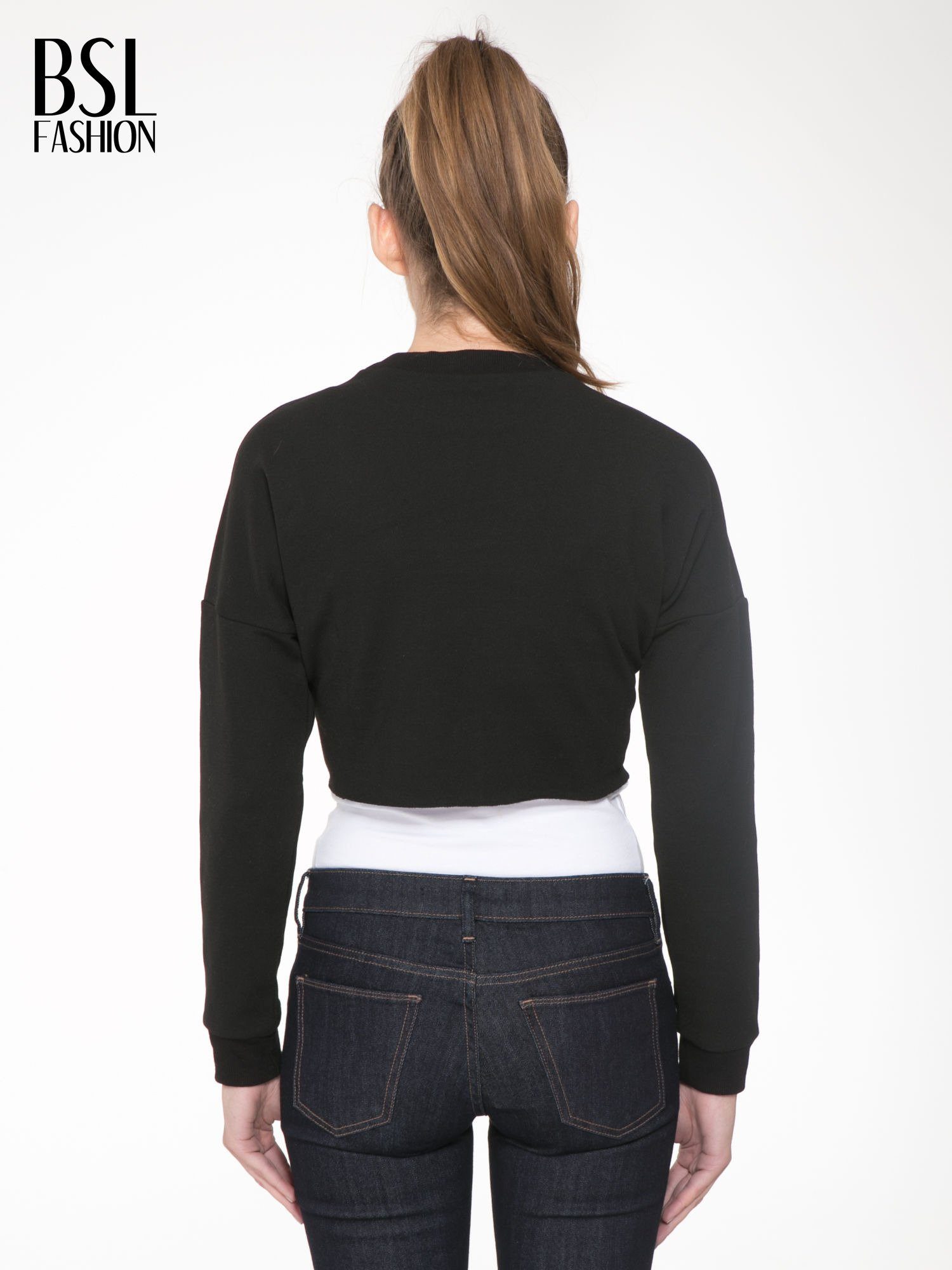 Czarna bluza cropped z nadrukiem numerycznym                                  zdj.                                  4