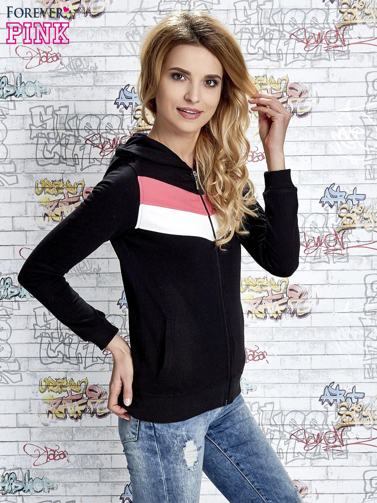 Czarna bluza z kapturem z kolorowymi przeszyciami                                  zdj.                                  3