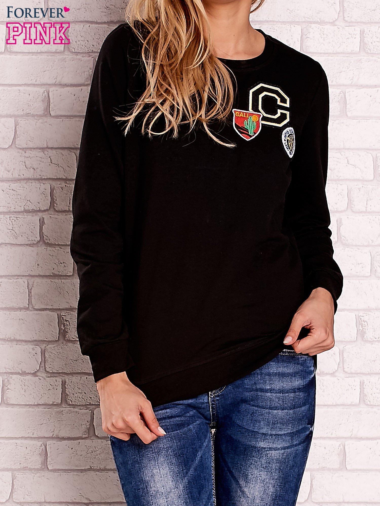 Czarna bluza z kolorowymi naszywkami                                  zdj.                                  1