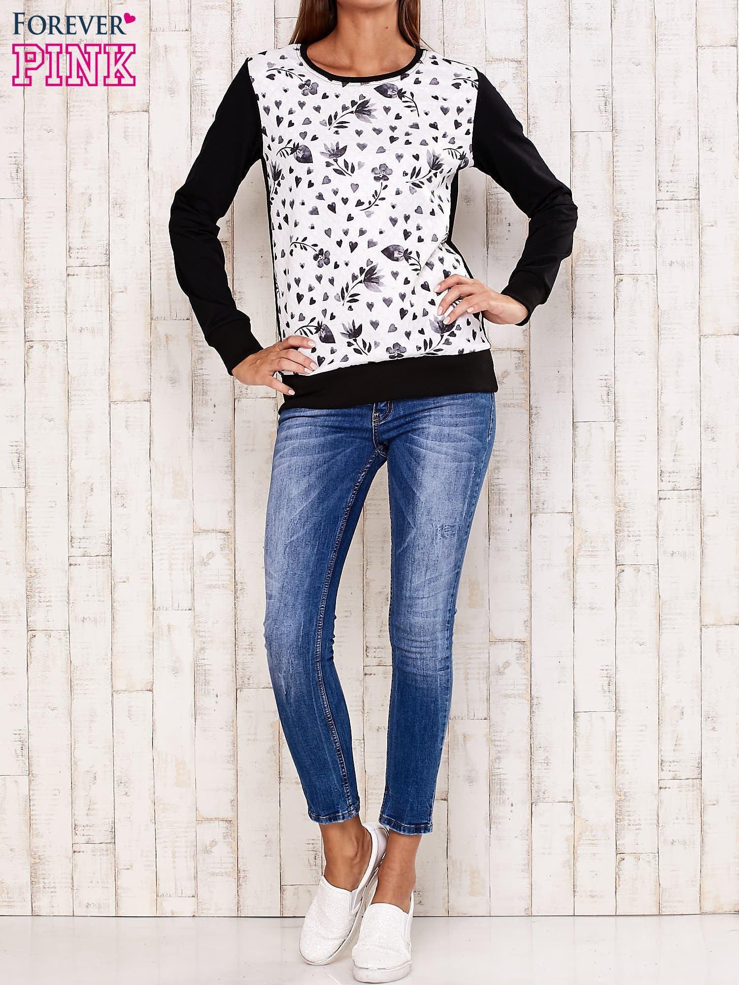 Czarna bluza z motywem serduszek                                  zdj.                                  2