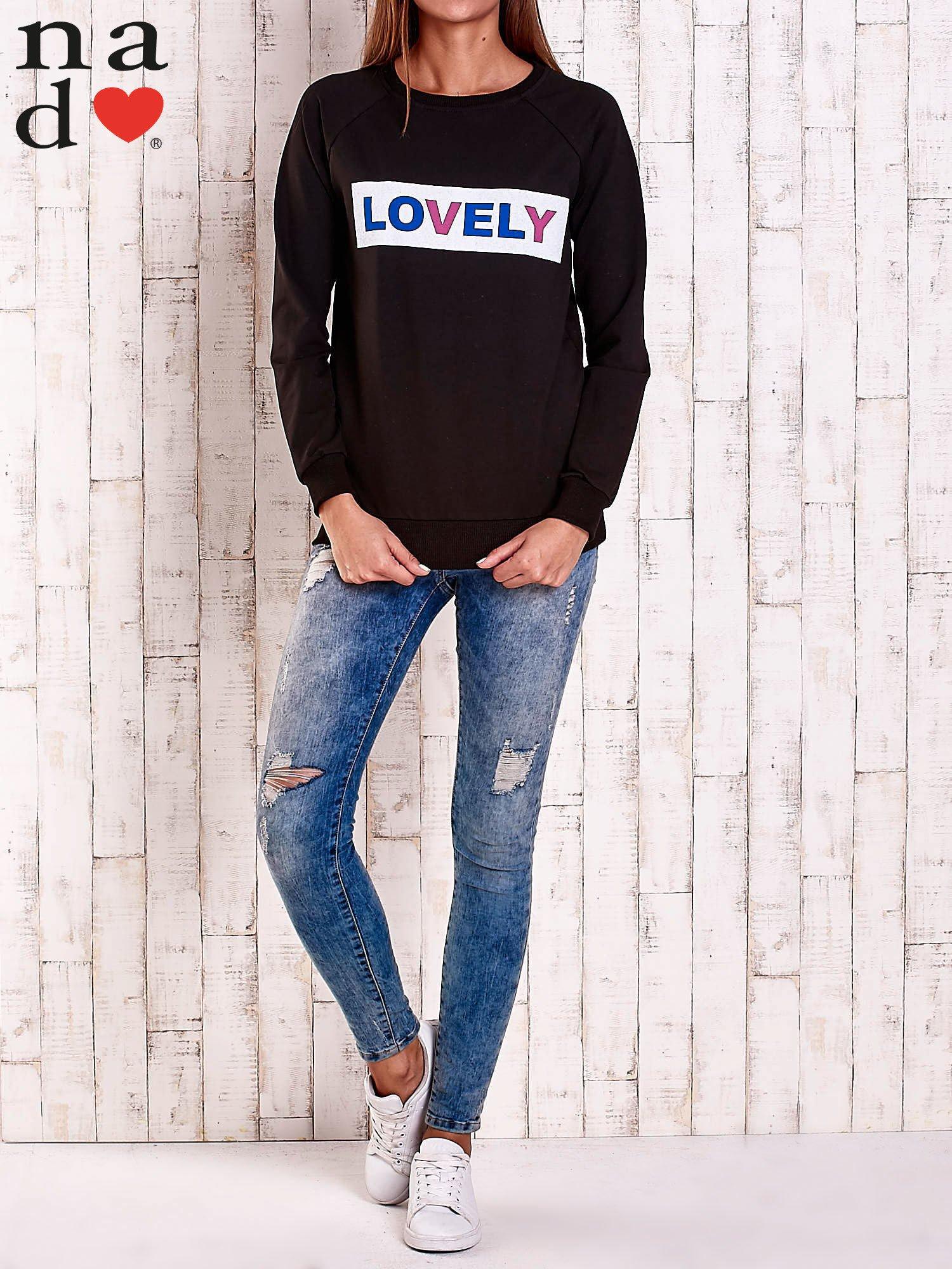 Czarna bluza z napisem LOVELY                                  zdj.                                  2