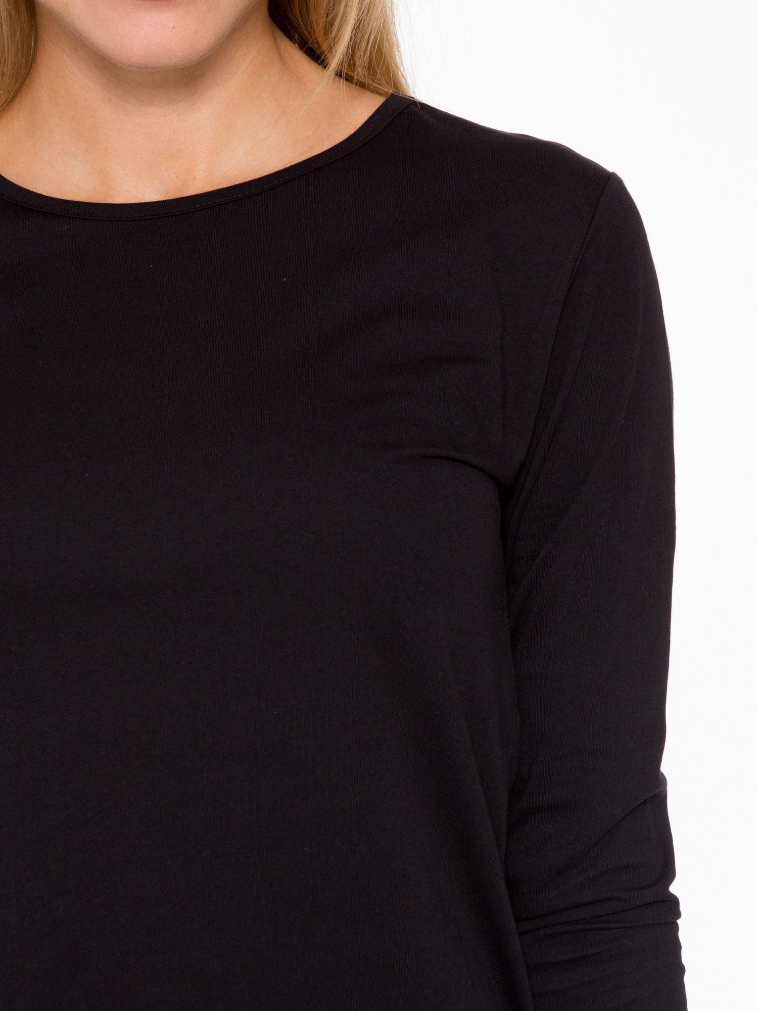 Czarna bluzka o rozkloszowanym kroju z rękawem 3/4                                  zdj.                                  5