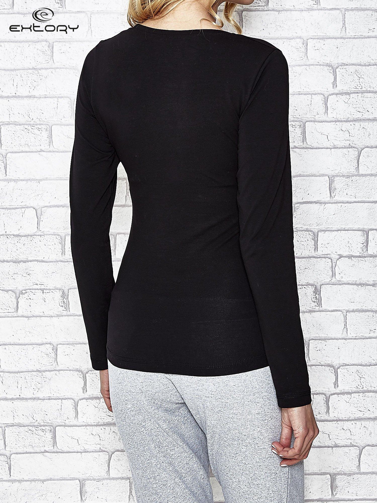 Czarna bluzka sportowa z dekoltem U                                  zdj.                                  4