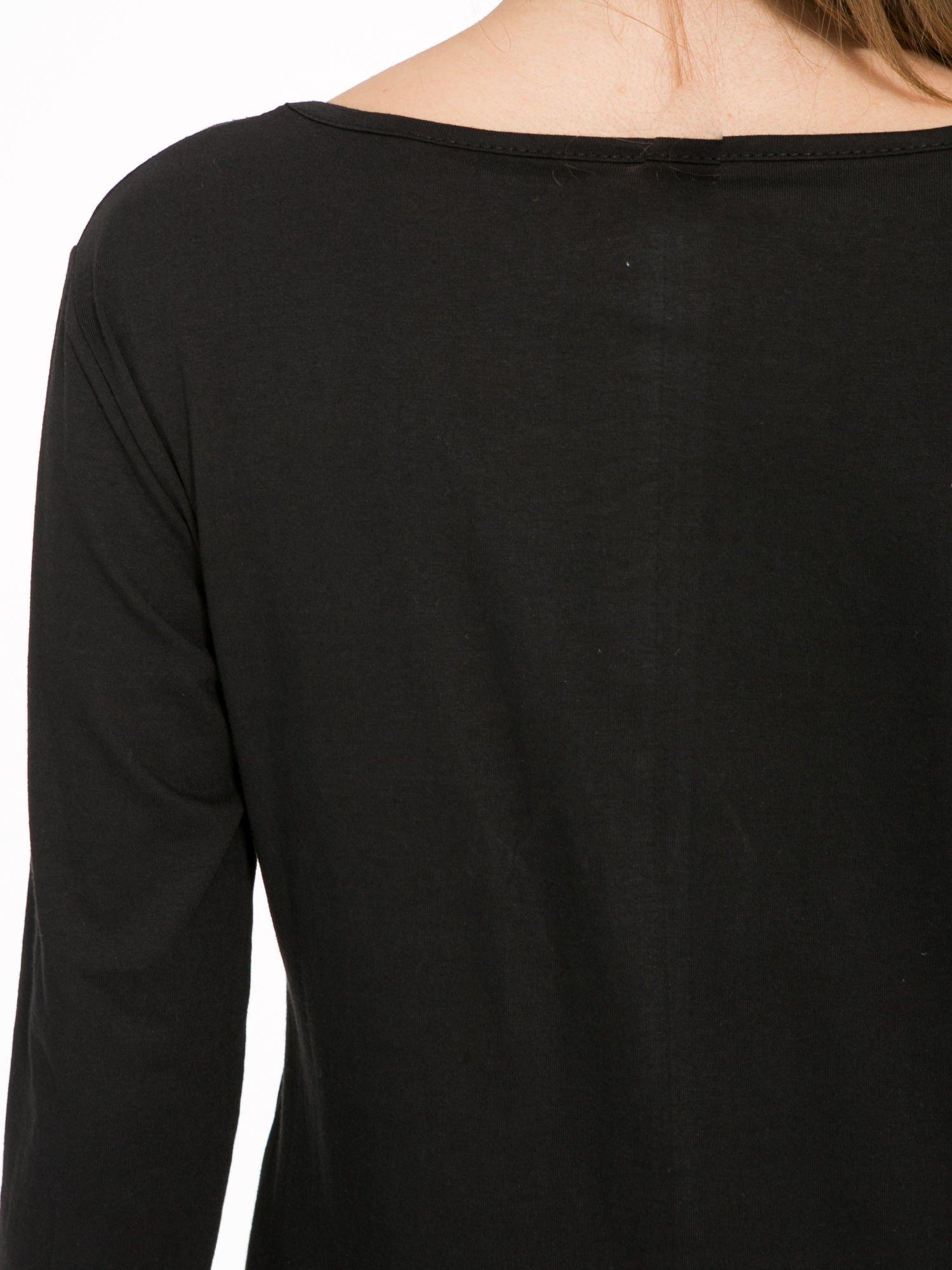 Czarna bluzka z fotografią dziewczyny                                  zdj.                                  8