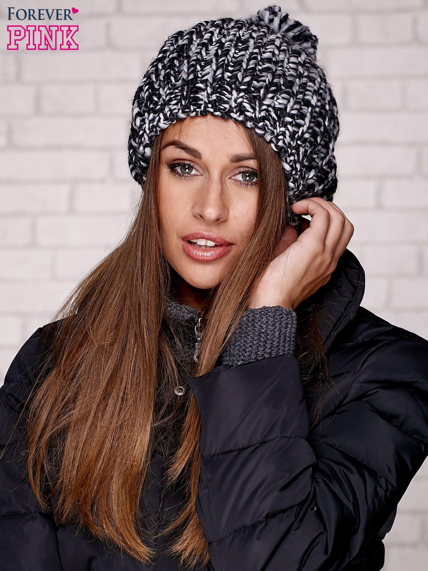 Czarna czapka z melanżową nicią                                  zdj.                                  1