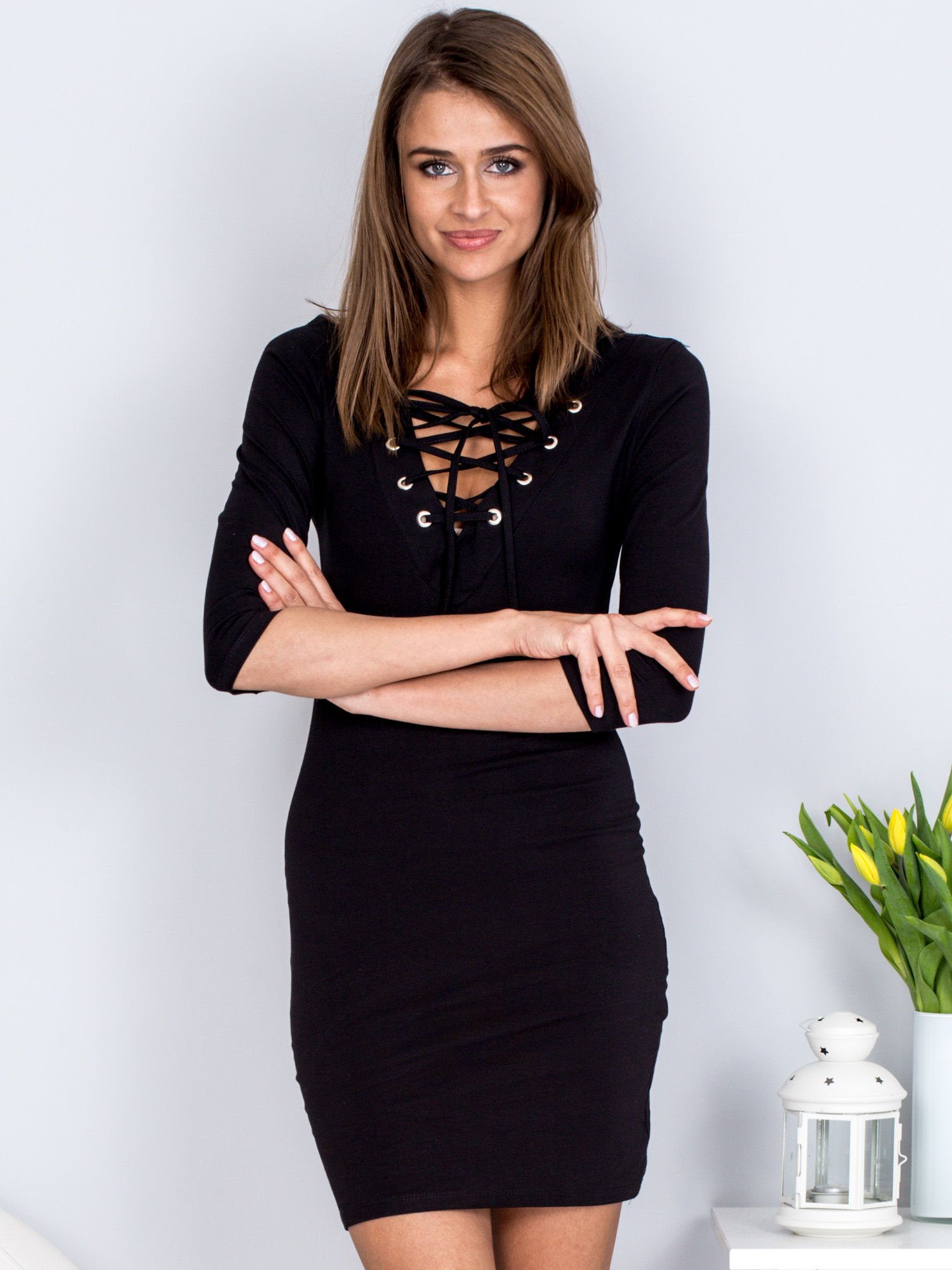 d4d2bd09e6 Czarna dopasowana sukienka ze sznurowanym dekoltem - Sukienka basic ...