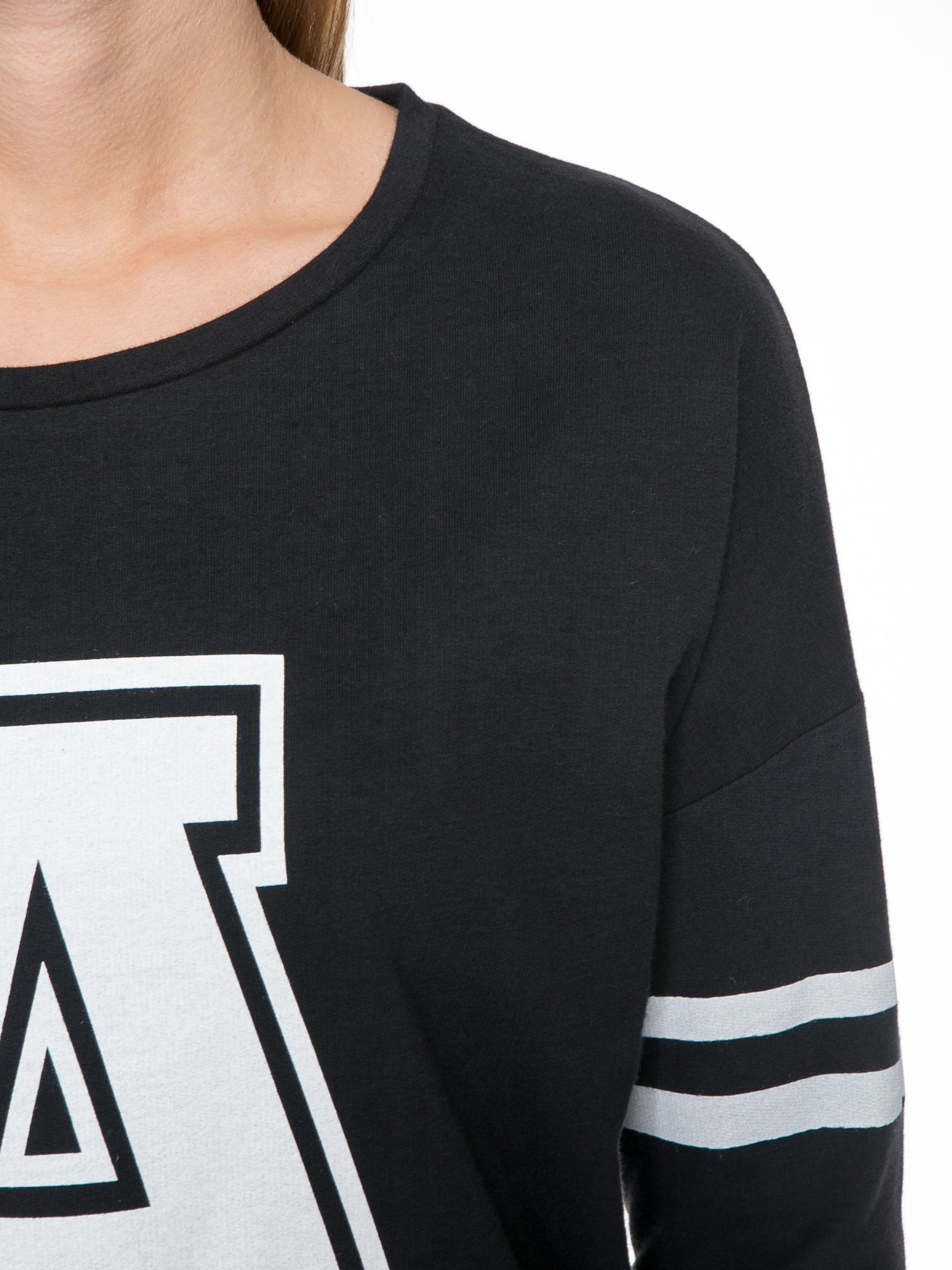 Czarna dresowa bluza z literą A w stylu baseballowym                                  zdj.                                  5