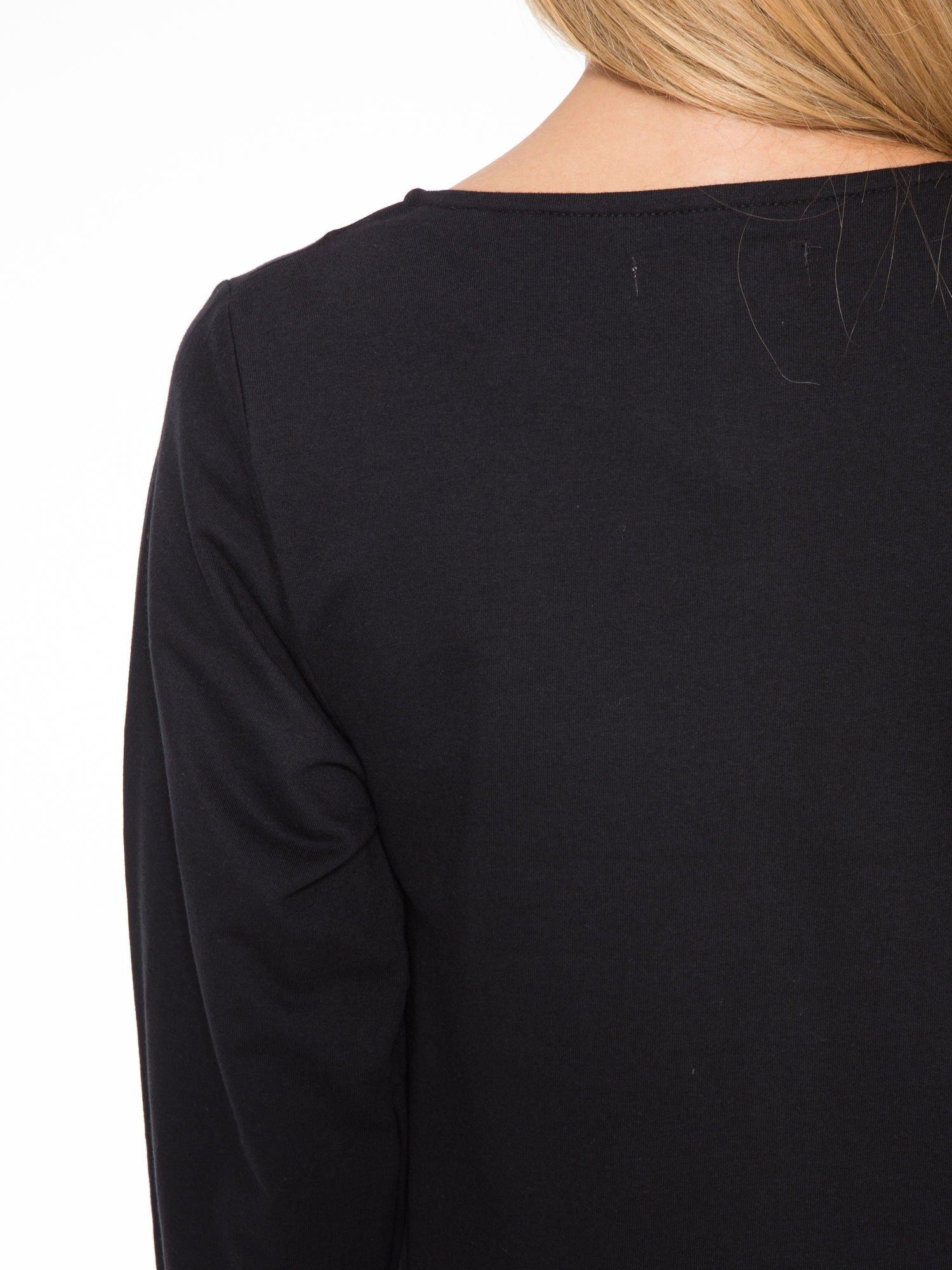 Czarna dresowa sukienka oversize z ozdobnymi kieszeniami                                  zdj.                                  8