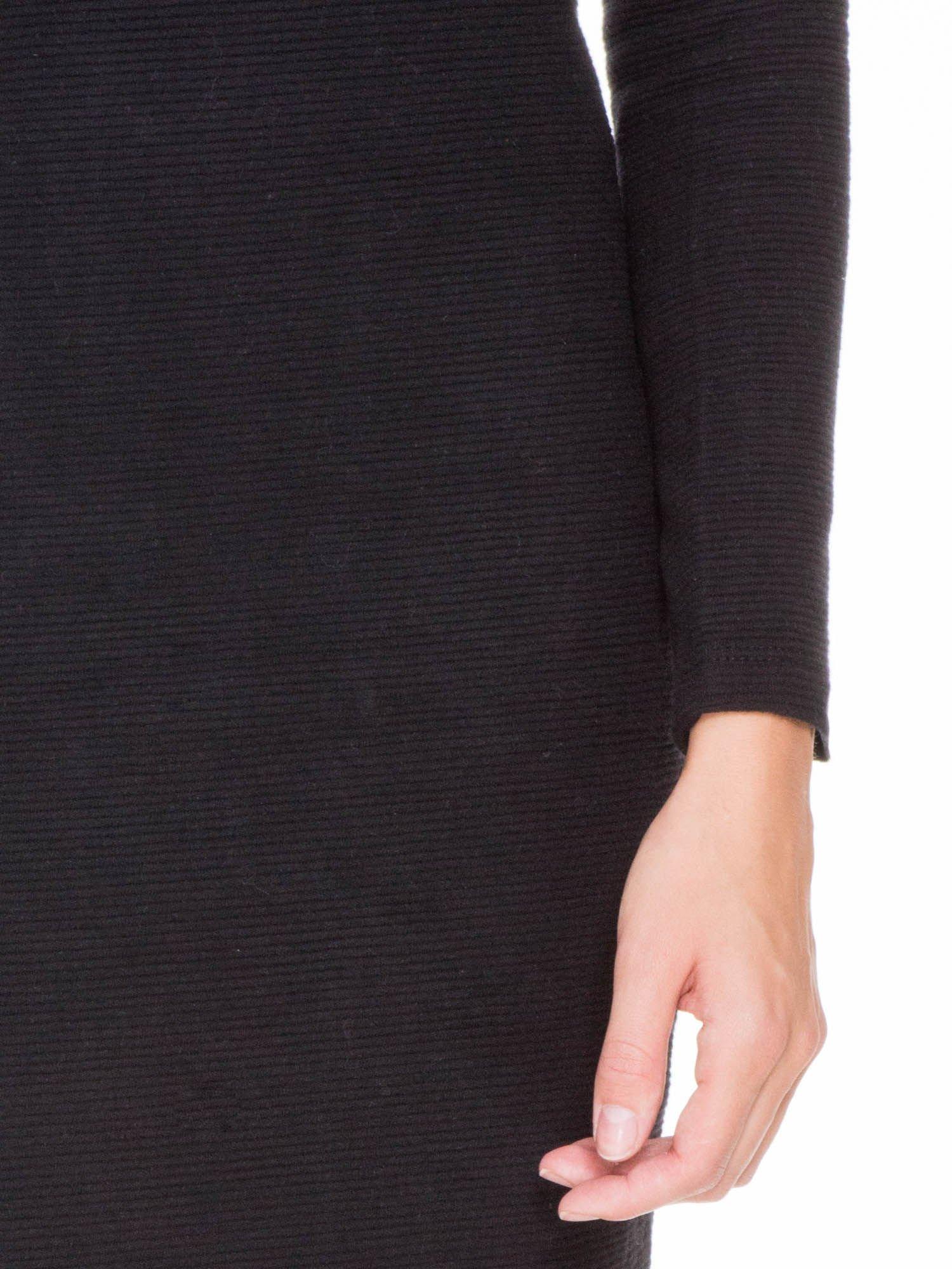 Czarna dzianinowa sukienka tuba z golfem                                  zdj.                                  6