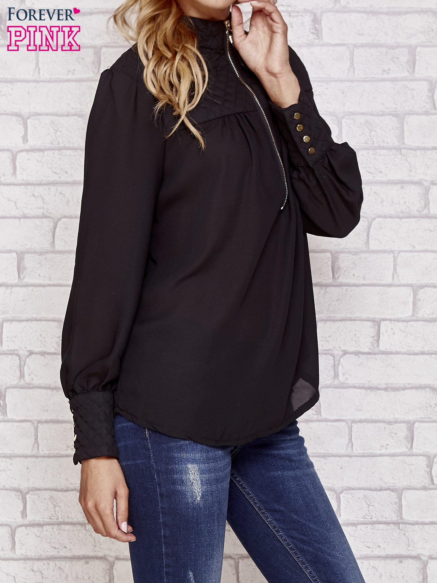 Czarna elegancka koszula z pikowanymi wstawkami i suwakiem                                  zdj.                                  3