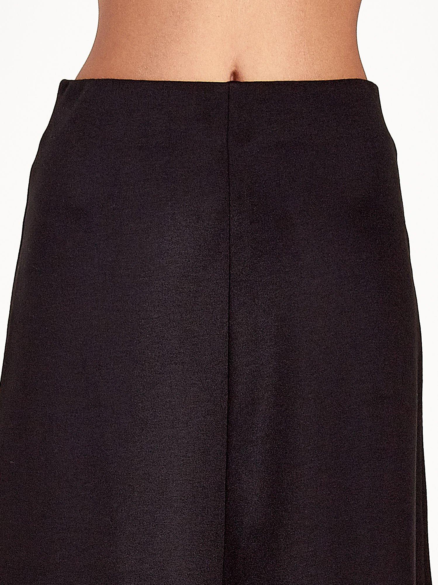 Czarna elegancka spódnica midi o rozkloszowanym kroju                                  zdj.                                  5