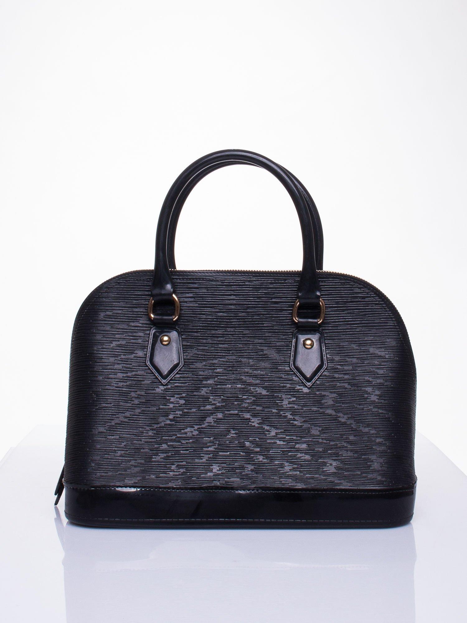 Czarna fakturowana torba gumowa kuferek z rączką                                  zdj.                                  1